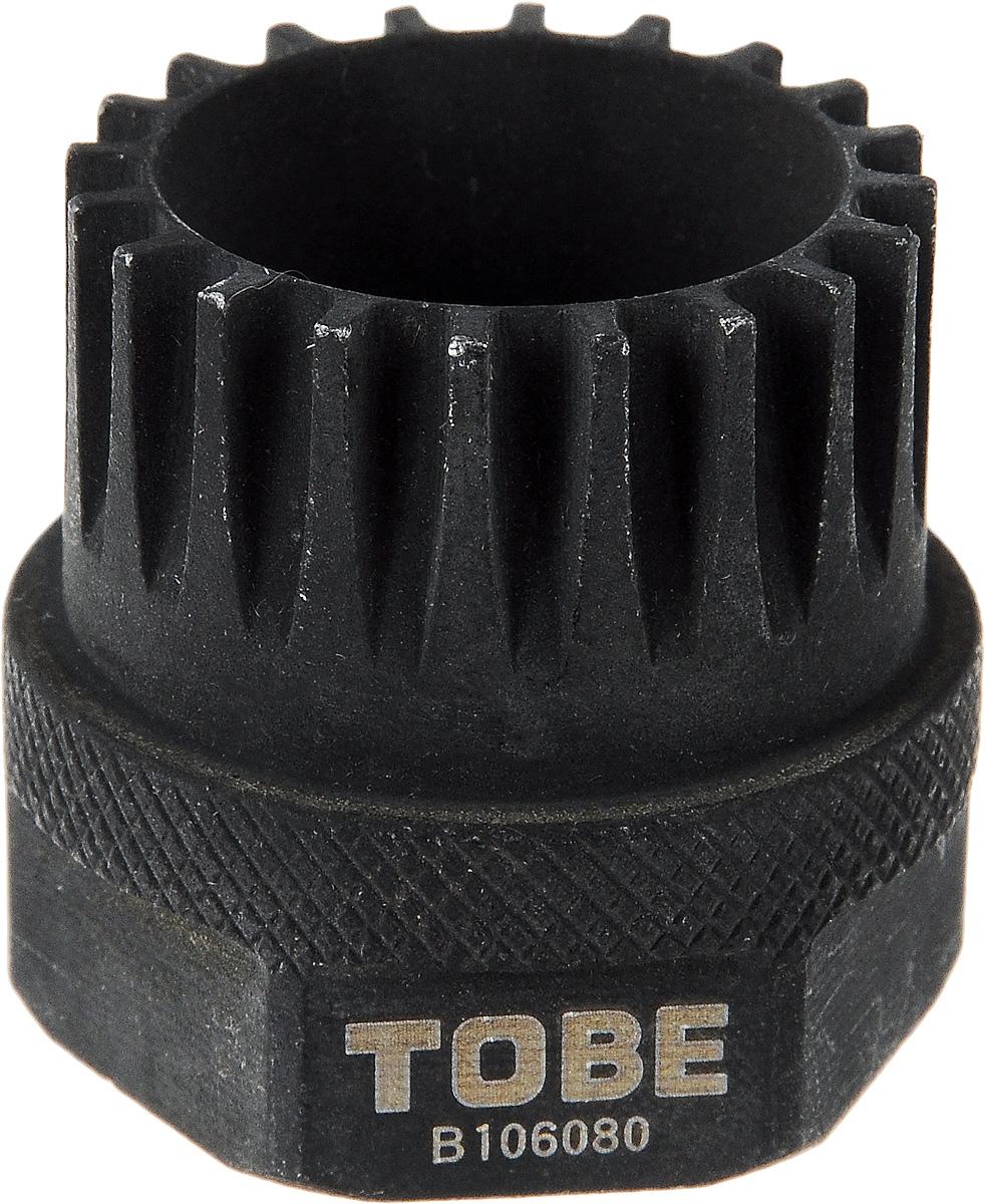 Cъемник картриджа каретки To Be, с 20 зубцамиWRA523700Cъемник картриджа каретки To Be изготовлен из высококачественной стали, подвергнут ковке и термообработке для придания большей твердости и улучшения качества.Особенности: Для совместимых с Shimano® & ISIS систем с 20 зубцами;Под ключ 32 мм.