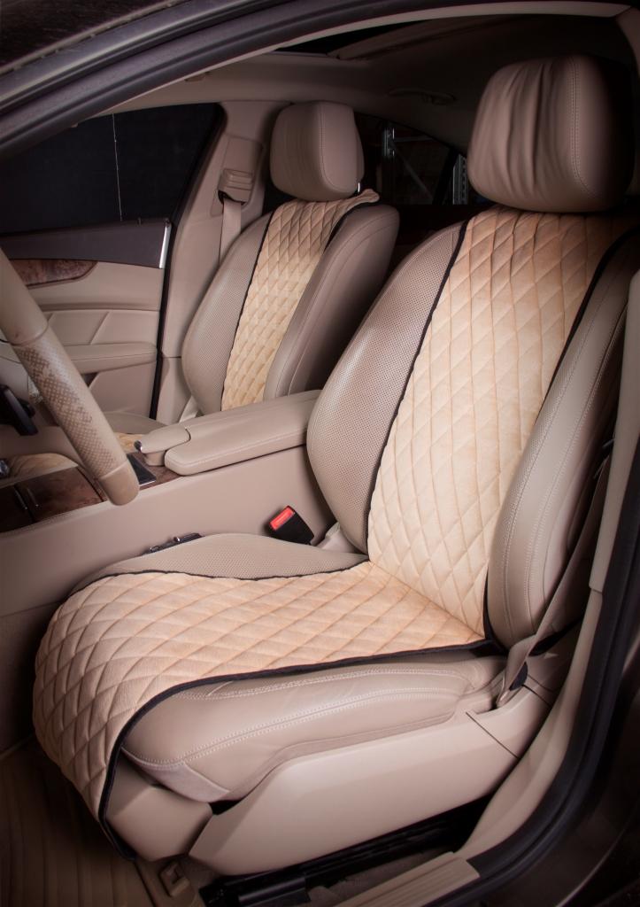 Накидка на сиденье Airline, защитная, цвет: бежевый 2 штACS-F-03Накидки сшиты из износоустойчивой ворсовой мебельной ткани и защищают штатную обивку от истирания и выцветания. Идеально подходят к кожаному салону, обеспечивая комфортную температуру при контакте с сиденьем в холодную и жаркую погоду, а стеганый дизайн придает салону домашний комфорт и уют. Благодаря своей форме накидки позволяют без затруднений надевать их на кресла любого типа, не прибегая к демонтажу подголовников и подлокотников, а так же не препятствует раскрытию подушек безопасности. Все модели, имеют универсальную систему крепления позволяющую применять изделие на 99% существующего автопарка России. Размер - Универсальный Цвет - Бежевый Состав - полиэстер, хлопок, вспененный полиуретан Комплект состоит из двух накидок на передний ряд кресел. Преимущества: Защищает обивку автомобильных сидений от истирания; Износостойкая ворсовая ткань; Универсальное крепление и размер; Удобные застежки на направляющие подголовника; Не препятствует раскрытию подушек безопасности;...