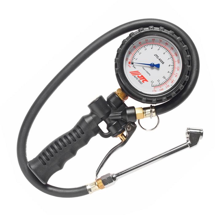 JTC Манометр шинный многофункциональный до 170PSI. JTC-4058LJTC-4058LМанометр с рукоятью и ручным клапаном. Выполняет три функции: проверка давления, сбрасывает давление до нужного значения, накачивает до нужного значения. Большой (80 мм.) датчик, с функцией вращения на 360°. Длина трубки: 600 мм. Прибор обладает легким весом: 630 гр. Погрешность: до 110psi: +-2psi: более 110psi: +-4psi. Давление: 170psi/12бар (1200кПа). Габаритные размеры: 190/90/40 мм. (Д/Ш/В) Вес: 434 гр.