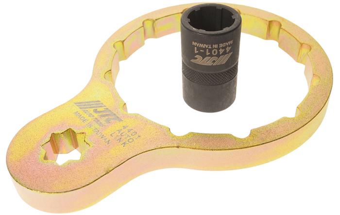 JTC Съемник топливного фильтра ISUZU дизель. JTC-44015104Используется для снятия топливного фильтра при его замене.В комплекте: специальный переходник 1/2 DR для снятия/установки топливного фильтра.Размер: 1/2, внутренний диаметр 87 мм, 12 граней.Применение: ISUZU (Исузу) ELF/FORWARD (после 2011 г.в.).Оригинальный номер: 8-98158458-0.