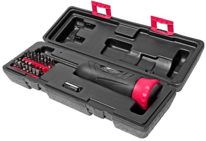 JTC Отвертка динамометрическая, с набором бит и адаптеров. JTC-4625AJTC-4625AОтвертка динамометрическая с битами и адаптерами набор JTC Характеристики Предназначен для выполнения различных работ по обслуживанию автомобиля, например, демонтаж подушки безопасности, датчика столкновения, креплений инерционных катушек ремней безопасности. В комплект входят наиболее используемые типоразмеры битов и адаптеров. Текстурированная рельефная рукоятка обеспечивает удобный захват и комфортную работу. Длина рабочей части: 235 мм. Диапазон затяжки: 2-10 Н·м. В комплекте: Биты Philips #0, #1х2, #2х3, #3х2, шлицевые 3, 4, 5, 6, 7, мм.; шестигранные 2, 2.5, 3, 4, 5, 6 мм. Pozi: #1х2, #2х3, #3х2. Torx: Т10, Т15, Т20, Т25, Т30, Т40. Привод и адаптер. Упаковка: прочный пластиковый кейс. Габаритные размеры: 290/100/70 мм. (Д/Ш/В) Вес: 916 г.