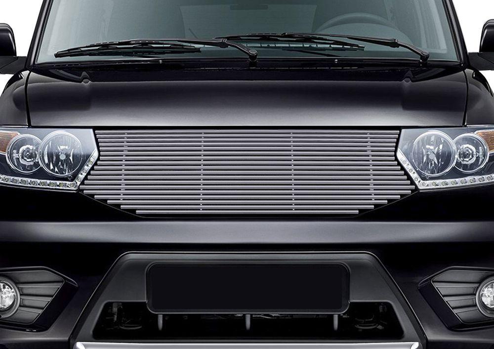 Решетка радиатора Rival для Uaz Patriot 2014-98298130Стильная решетка радиатора Rival придает Вашему автомобилю индивидуальность и выделяет его в насыщенном городском потоке, защищает радиатор от повреждений.- Произведена из высококачественной нержавеющей стали (марка AISI 304, толщина стенки 1,5 мм, диаметр трубочек 10 мм) обеспечивает долговечную эксплуатацию. - Гарантия на сквозную коррозию и на целостность сварных швов - 5 лет.- Использование электроплазменной полировки позволяет добиться качественной равномерной зеркальной поверхности.- Простая установка в штатные места крепления не требует сверления и дополнительной доработки автомобиля. Установка занимает не более 15 минут.- Продукт сертифицирован, нет проблем с постановкой на учет.- Производство на высокоточном оборудовании позволяет изготовить индивидуальный продукт с высокой точностью повторения геометрии автомобиля.- В комплекте крепеж и инструкция по установке.Совместимость с дополнительным оборудованием и аксессуарами Rival и с большинством оригинальных аксессуаров.