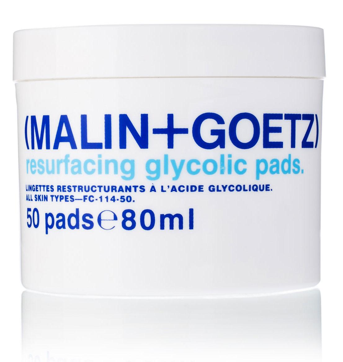 Malin+Goetz Обновляющие диски для лица, 50 штFS-00897Отшелушивающее средство салонного уровня. Ватные диски, пропитанные гликолевой кислотой, удаляют ороговевшие клетки кожи, стимулируют ее обновление и производство коллагена, что позволяет визуально уменьшить мелкие морщинки и придать коже свежий и здоровый вид. Гликолевая кислота эффективно очищает поры, обновляет кожу, улучшая ее текстуру и не вызывая негативных последствий агрессивного химического пилинга. Используйте в сочетании с антивозрастным уходом, либо с уходом для проблемной кожи. Диски имеют натуральный цвет и запах.