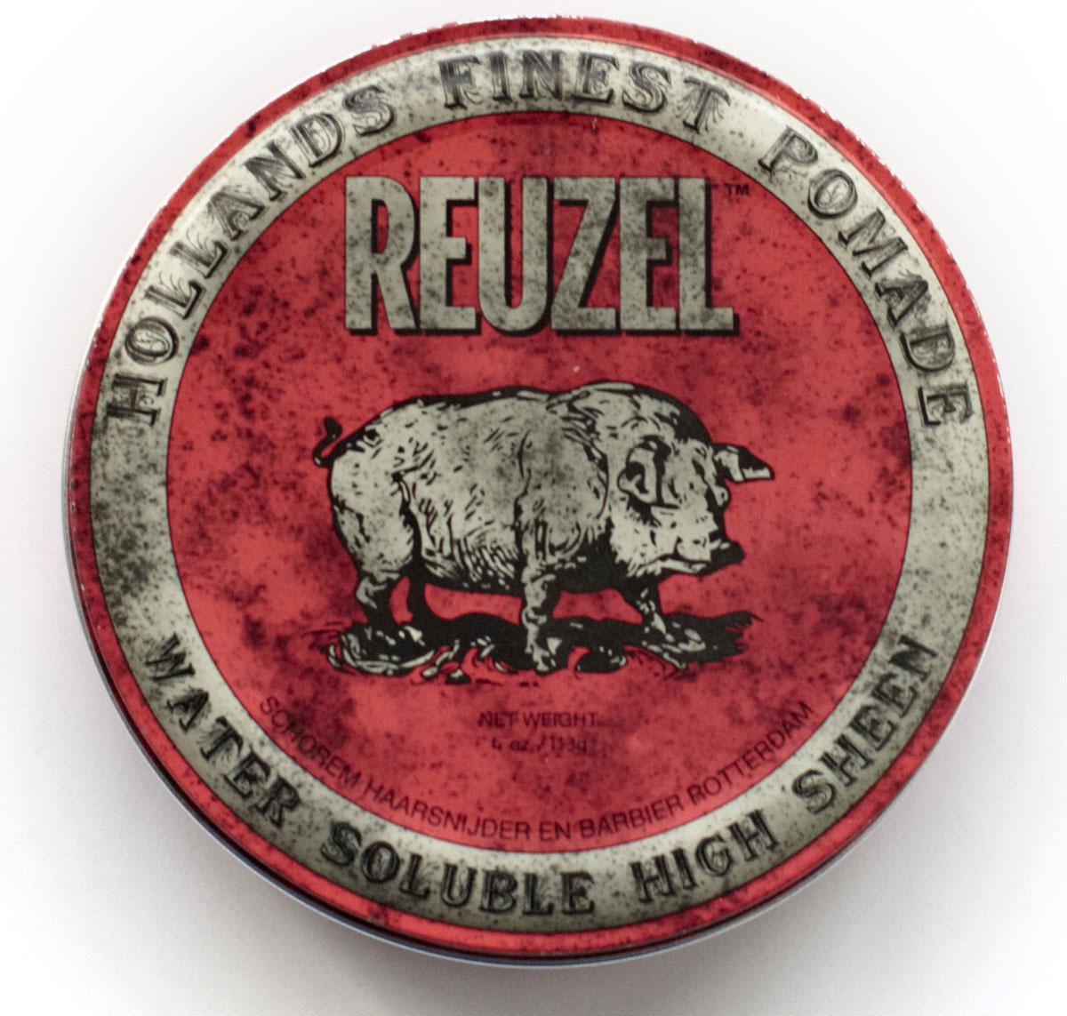 Reuzel помада для укладки волос, красная банка 113грFS-00897Помада REUZEL красная: ультраблескПомада Reuzel в красной банке придаёт укладке ультраблеск, фиксирует как воск, но смывается водой так же просо как гель. Эта супер-концентрированная помада подходит для волос любого типа и полирует до блеска любую причёску: от помпадура и квиффа до slick back и любых смелых форм в укладке. Красная помада Reuzel сохраняет пластичность весь день, никогда не затвердевает и не превращается в хлопья. С аромат ванильной колы.- Сильная фиксация как у воска- Суперблеск и эффект отполированной укладки- Состав на водной основе, легко смывается- Превосходная прическа весь день