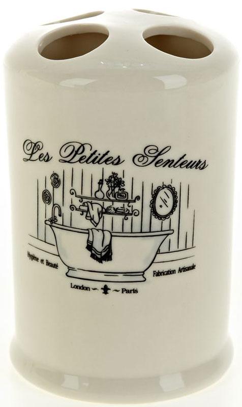 Стакан для зубных щеток White Clean Винтаж, 200 млUP210DFСтакан для зубных щеток White CLEAN Винтаж изготовлен из прочной качественной керамики молочного цвета. Оснащен отверстиями для зубных щеток. Такой стакан красиво дополнит интерьер ванной комнаты и отлично сочетается с другими аксессуарами из коллекции Винтаж.
