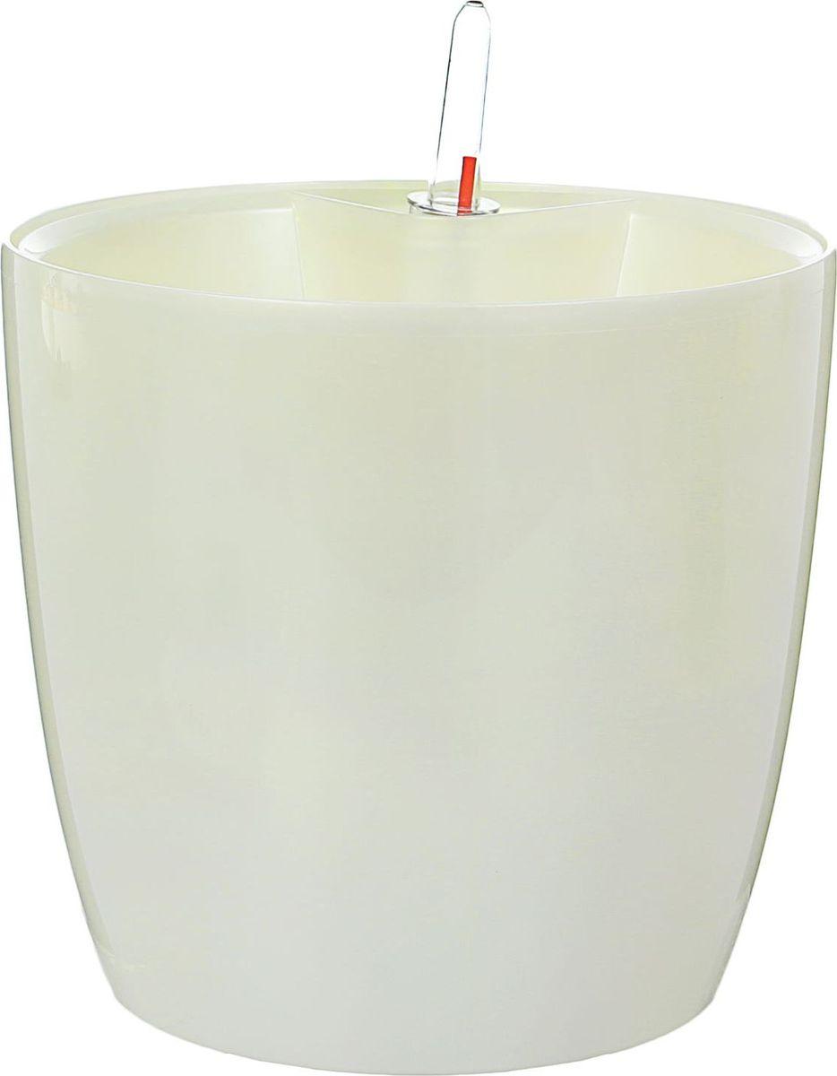 Горшок для цветов Техоснастка Комфорт, с автополивом, цвет: белый перламутр, 3,5 л531-401Забота о красивом цветке — хлопотное дело, которое требует немало времени и внимания. Помочь ухаживать за любимым растением поможет современный горшок с автополивом!В чём его польза? С этим изделием вы сможете возвращаться к необходимости полива гораздо реже. Благодаря входящим в комплект оросительным шлангам вода в почву будет поступать именно в нужном количестве. Горшок состоит из двух частей: в основной размещается почва и высаживается растение, а в нижней, оснащённой водоводом, накапливается жидкость, которая дозированно поступает в верхнюю часть.Важная деталь: растение необходимо поливать традиционным образом первые недели после пересадки в горшок с автополивом. Затем, после наполнения нижней ёмкости, полив необходимо осуществлять только при необходимости. Об этом просигнализирует мерный дозатор. В зависимости от растения система автополива гарантирует влагообеспеченность на срок до 4 недель. Таким образом, преимущества горшка с автополивом очевидны:решает проблему пересыхания почвы и избытка влагисокращает время, затрачиваемое на уход за растениемблагодаря яркому дизайну освежает интерьер.Пусть дома царит красота!