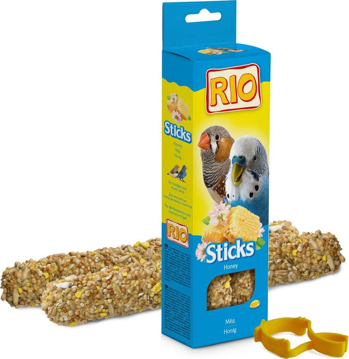 Лакомство для волнистых попугайчиков и экзотов RIO Sticks, с медом, 2 х 40 г0120710Лакомство RIO Sticks с медом - это дополнительное питание для волнистых попугайчиков и экзотов. В процессе производства палочки запекают в специальных печах особым способом, это обеспечивает превосходный вкус и хрустящую консистенцию.Лакомство имеет буковый стержень, который отлично подходит для чистки клюва.В комплект входит съемный держатель.Товар сертифицирован.
