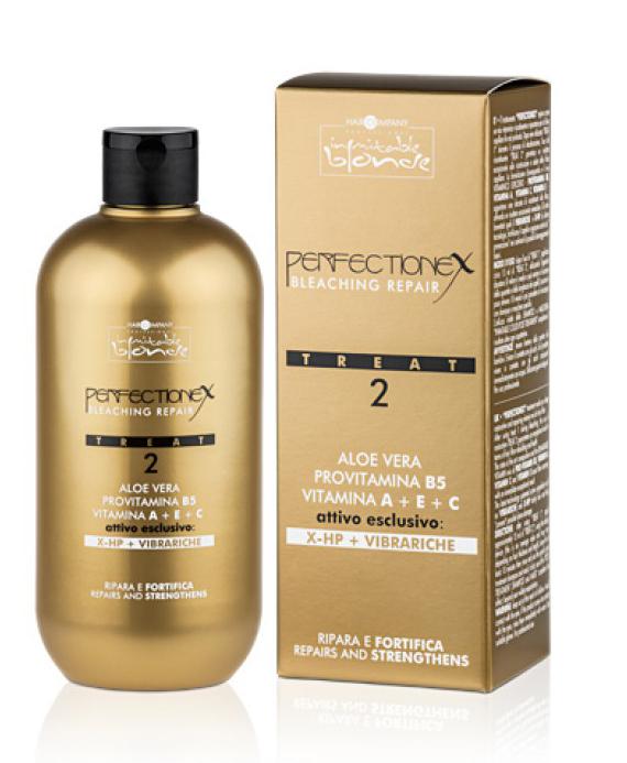 """Hair Company Professional Inimitable Blonde Perflectionex Bleaching Repair Treat 2 Фаза 2, восстановление после окрашивания и осветления волос, 500 млперфорационные unisexСистема perfectionex - это революционное средство, которое защищает и восстанавливает волосы после особо агрессивных технических процедур.Состоит из двух средств:- при добавлении к обесцвечивающему средству """"treat 1"""" обеспечивается защита волос благодаря двум эксклюзивным активным веществам последнего поколения:- vibrariche и x-hp, которые обволакивают волос изнутри, защищают его и восстанавливают внутренние связи волосяного волокна.- при использовании """"treat 2"""" непосредственно после обесцвечивания обеспечивается глубокое восстановление волос также благодаря высокоэффективному витаминному концентрату.Способ применения фазы 2:- после использования """"treat 1"""" нанесите примерно 15 мл """"treat 2"""".используя специальный дозатор.Внимание:- данное значение усредненное и может меняться в зависимости от густоты и длины волос.- оставьте минимум на 10 минут.- выполните ополаскивание волос водой.- далее промойте их с шампунем.- для завершения ухода за волосами нанесите маску - inimitable color post treatment.Объем: 500 мл"""