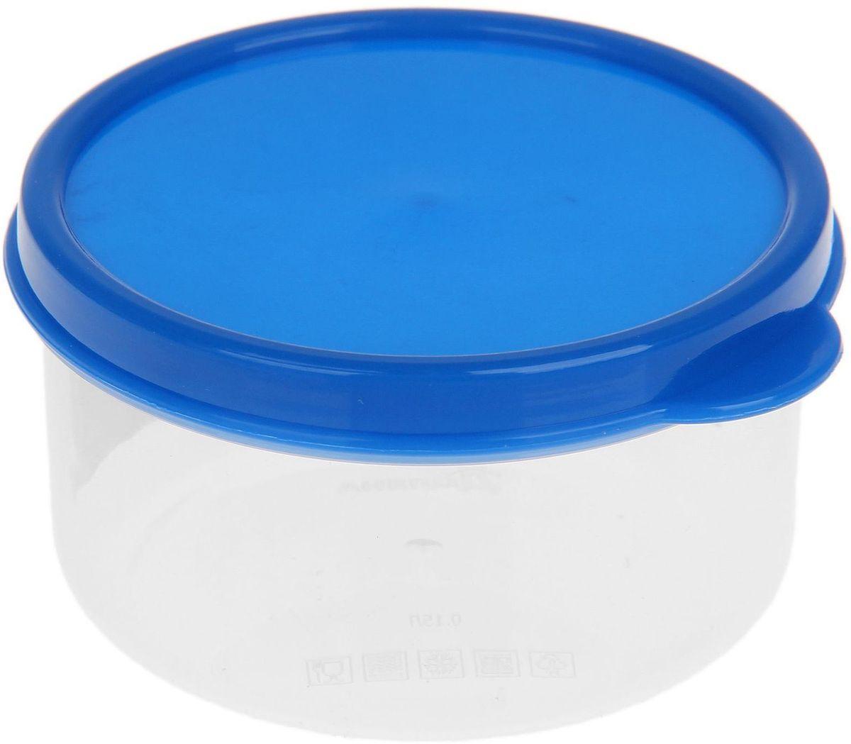 Контейнер пищевой Доляна, круглый, цвет: синий, 150 млVT-1520(SR)Если после вкусного обеда осталась еда, а насладиться трапезой хочется и на следующий день, ланч-бокс станет отличным решением данной проблемы!Такой контейнер является незаменимым предметом кухонной утвари, ведь у него много преимуществ:Простота ухода. Ланч-бокс достаточно промыть тёплой водой с небольшим количеством чистящего средства, и он снова готов к использованию.Вместительность. Большой выбор форм и объёма поможет разместить разнообразные продукты от сахара до супов.Эргономичность. Ланч-боксы очень легко хранить даже в самой маленькой кухне, так как их можно поставить один в другой по принципу матрёшки.Многофункциональность. Разнообразие цветов и форм делает возможным использование контейнеров не только на кухне, но и в других областях домашнего быта.Любители приготовления обеда на всю семью в большинстве случаев приобретают ланч-боксы наборами, так как это позволяет рассортировать продукты по всевозможным признакам. К тому же контейнеры среднего размера станут незаменимыми помощниками на работе: ведь что может быть приятнее, чем порадовать себя во время обеда прекрасной едой, заботливо сохранённой в контейнере?В качестве материала для изготовления используется пластик, что делает процесс ухода за контейнером ещё более эффективным. К каждому ланч-боксу в комплекте также прилагается крышка подходящего размера, это позволяет плотно и надёжно удерживать запах еды и упрощает процесс транспортировки.Однако рекомендуется соблюдать и меры предосторожности: не использовать пластиковые контейнеры в духовых шкафах и на открытом огне, а также не разогревать в микроволновых печах при закрытой крышке ланч-бокса. Соблюдение мер безопасности позволит продлить срок эксплуатации и сохранить отличный внешний вид изделия.Эргономичный дизайн и многофункциональность таких контейнеров — вот, что является причиной большой популярности данного предмета у каждой хозяйки. А в преддверии лета и дачного сезона такое приобр