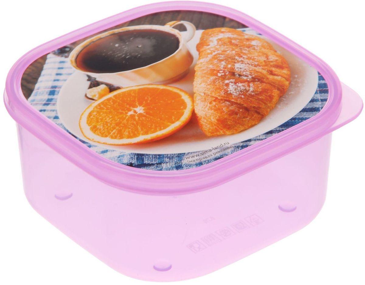 Ланч-бокс Доляна №25, квадратный, 700 млVT-1520(SR)Если после вкусного обеда осталась еда, а насладиться трапезой хочется и на следующий день, ланч-бокс станет отличным решением данной проблемы!Такой контейнер является незаменимым предметом кухонной утвари, ведь у него много преимуществ:Простота ухода. Ланч-бокс достаточно промыть тёплой водой с небольшим количеством чистящего средства, и он снова готов к использованию.Вместительность. Большой выбор форм и объёма поможет разместить разнообразные продукты от сахара до супов.Эргономичность. Ланч-боксы очень легко хранить даже в самой маленькой кухне, так как их можно поставить один в другой по принципу матрёшки.Многофункциональность. Разнообразие цветов и форм делает возможным использование контейнеров не только на кухне, но и в других областях домашнего быта.Любители приготовления обеда на всю семью в большинстве случаев приобретают ланч-боксы наборами, так как это позволяет рассортировать продукты по всевозможным признакам. К тому же контейнеры среднего размера станут незаменимыми помощниками на работе: ведь что может быть приятнее, чем порадовать себя во время обеда прекрасной едой, заботливо сохранённой в контейнере?В качестве материала для изготовления используется пластик, что делает процесс ухода за контейнером ещё более эффективным. К каждому ланч-боксу в комплекте также прилагается крышка подходящего размера, это позволяет плотно и надёжно удерживать запах еды и упрощает процесс транспортировки.Однако рекомендуется соблюдать и меры предосторожности: не использовать пластиковые контейнеры в духовых шкафах и на открытом огне, а также не разогревать в микроволновых печах при закрытой крышке ланч-бокса. Соблюдение мер безопасности позволит продлить срок эксплуатации и сохранить отличный внешний вид изделия.Эргономичный дизайн и многофункциональность таких контейнеров — вот, что является причиной большой популярности данного предмета у каждой хозяйки. А в преддверии лета и дачного сезона такое приобретение позволи