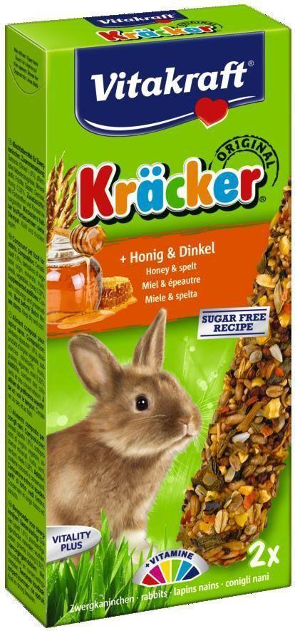 Крекеры для кроликов Vitakraft, медовые, 2 шт.0120710Питательный крекер является дополнительным источником витаминов и минералов. Поддерживает здоровье, жизненный тонус. Изготовлен по уникальной технологии 3-х ступенчатого запекания. Натуральная деревянная палочка и зажим для крепления в клетке делают лакомство удобным в использовании.