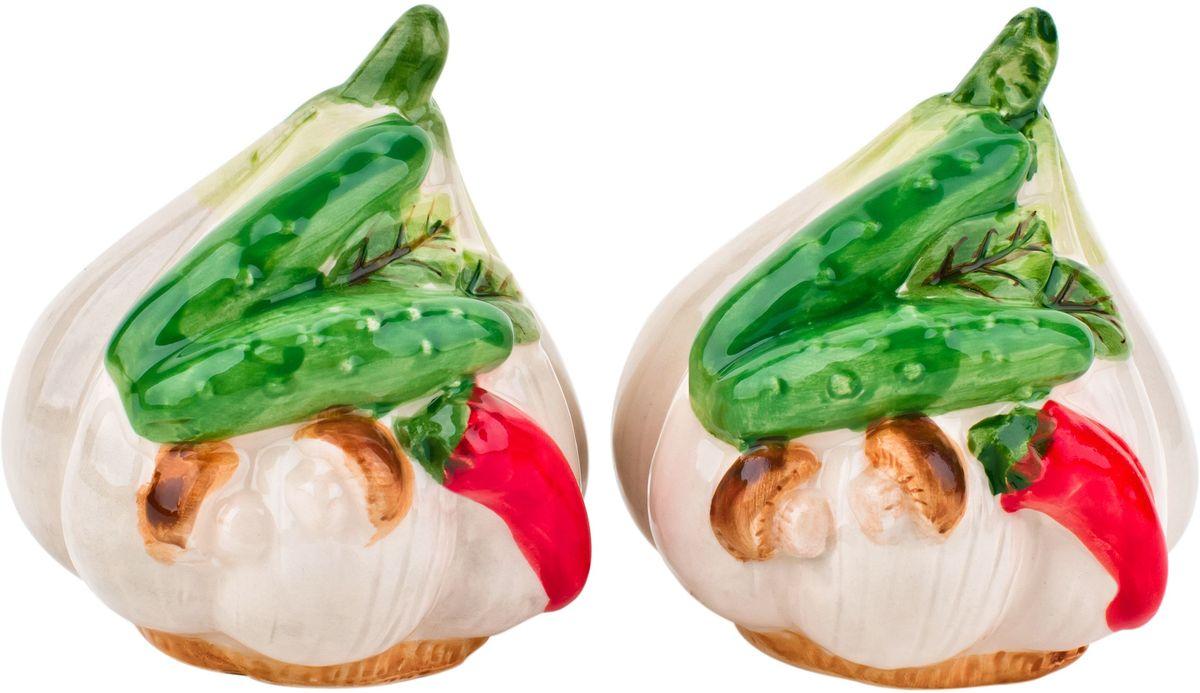 Набор Elff Decor Бабушкины соленья, 2 предметаVT-1520(SR)Набор солонка и перечница из коллекции Бабушкины соленья сделано из высококачественной керамики и очень приятны на ощупь, а теплота, с которой сделан каждый предмет, передастся вам хорошим настроением на целый день. Бабушкины соленья - глоток свежего летнего утра на вашей кухне в любое время года !