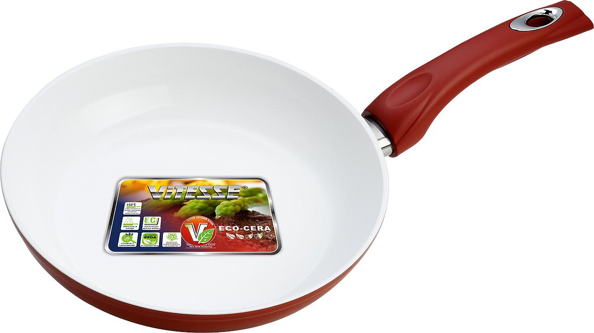 Сковорода Vitesse, с керамическим покрытием, цвет: красный. Диаметр 24 см. VS-2291FS-91909Сковорода Vitesse изготовлена из высококачественного кованого алюминия, что обеспечивает равномерное нагревание и доведение блюд до готовности. Внешнее термостойкое покрытие красного цвета обеспечивает легкую чистку. Внутреннее керамическое покрытие Eco-Cera белого цвета абсолютно безопасно для здоровья человека и окружающей среды, так как не содержит вредной примеси PFOA и имеет низкое содержание CO в выбросах при производстве. Керамическое покрытие обладает высокой прочностью, что позволяет готовить при температуре до 450°С и использовать металлические лопатки. Кроме того, с таким покрытием пища не пригорает и не прилипает к стенкам. Готовить можно с минимальным количеством подсолнечного масла. Сковорода оснащена термостойкой ненагревающейся ручкой удобной формы, выполненной из бакелита с силиконовым покрытием. Можно использовать на газовых, электрических, стеклокерамических, галогенных, чугунных конфорках. Можно мыть в посудомоечной машине. Характеристики:Материал: алюминий, бакелит. Цвет: красный, белый. Диаметр: 24 см. Высота стенки: 5 см. Толщина стенки: 4 мм. Толщина дна: 8 мм. Длина ручки: 18 см. Диаметр дна: 18,5 см.