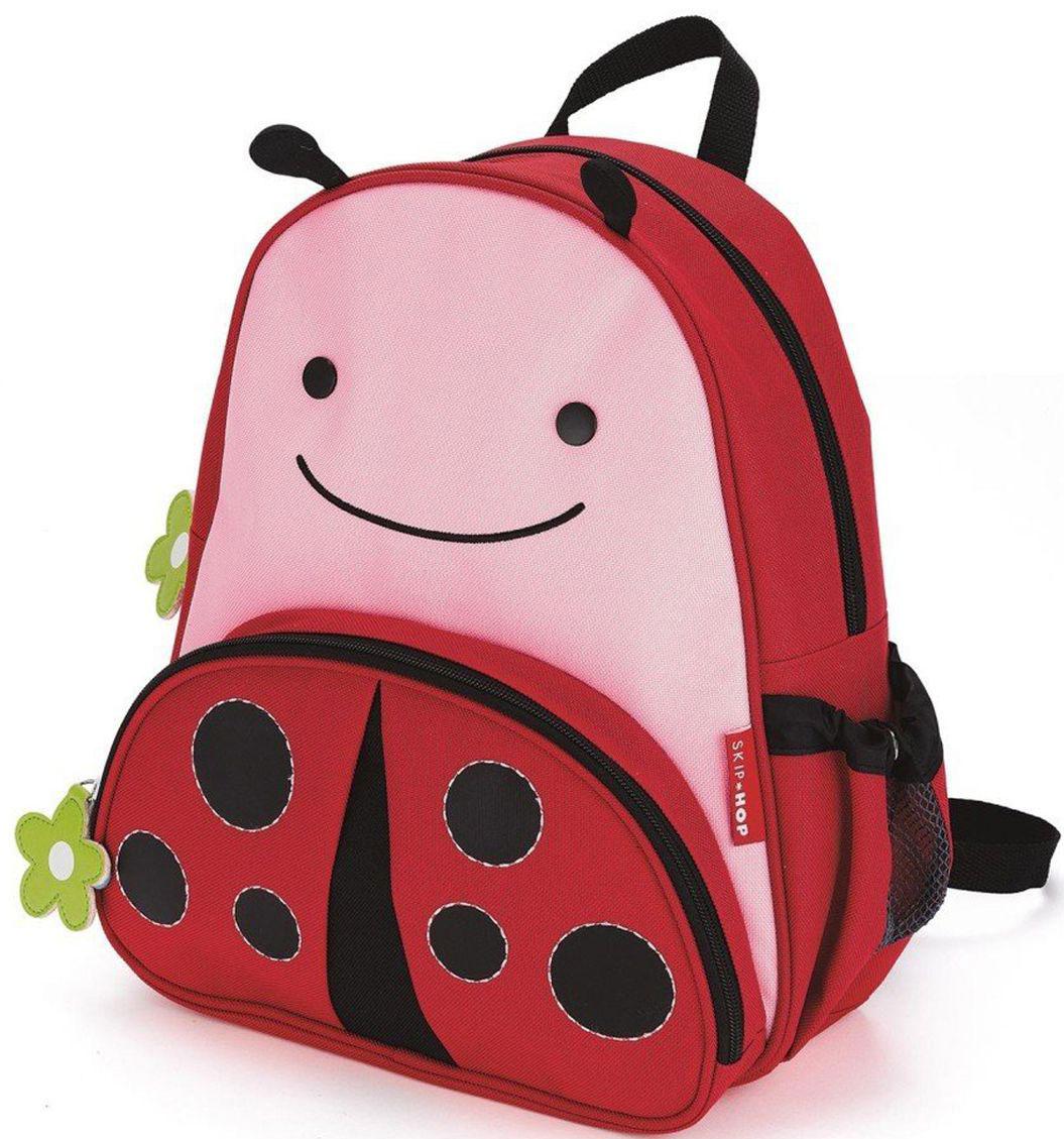 SkipHop Рюкзак дошкольный Божья коровка72523WDРюкзачок Skip Hop Zoo Pack каждый день будет радовать вашего малыша, вызывать улыбки у прохожих и зависть у сверстников. С ним можно ходить в детский сад, спортивные секции, на прогулку, в гости к бабушке или ездить на экскурсии. В основной отсек легко поместится книжка, альбом для рисования, краски, фломастеры, любимая игрушка и контейнер с едой, а специальный кармашек сбоку предназначен специально для бутылочки с водой. Передний кармашек на молнии предназначен для мелких вещичек. Внутренний кармашек на резиночке зафиксирует положение содержимого: не даст выпасть фломастерам или сломаться киндер-сюрпризу. Рюкзачок выполнен из прочной ткани, способной выдерживать бесконечное количество стирок в машинке. Лямки рюкзачка мягкие, регулируемые. • Размер: 11 x 25 х 29 см. • Для детей с 3 лет.