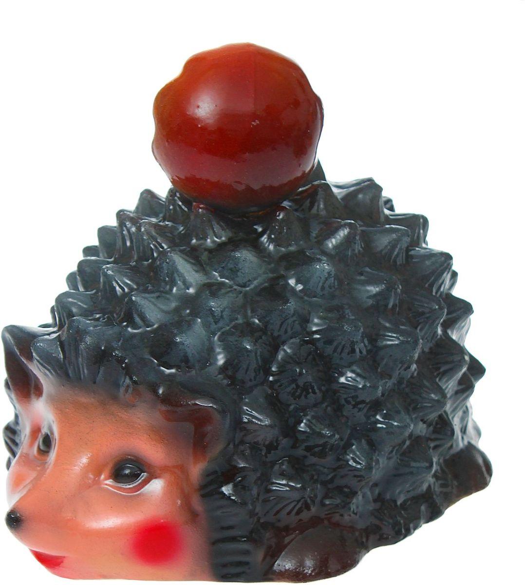 Фигура садовая Керамика ручной работы Ежик с грибом, 20 х 27 х 22 см531-401Фигурка ёжика придаст саду очарование. Этот зверёк символизирует запасливость, поэтому поможет вырастить и сохранить богатый урожай.Такой садовый декор выгоднее всего будет смотреться в траве или под деревьями — в природных местах обитания ежей.Фигура создаст солнечное настроение даже в пасмурный день и подарит саду индивидуальность. Дополните окружающее пространство оригинальной деталью.Садовая фигура из керамики легко выдержит уличные условия. Этот материал экологичен, ему не страшны ни солнечные лучи, ни влажность, ни перепады температуры.