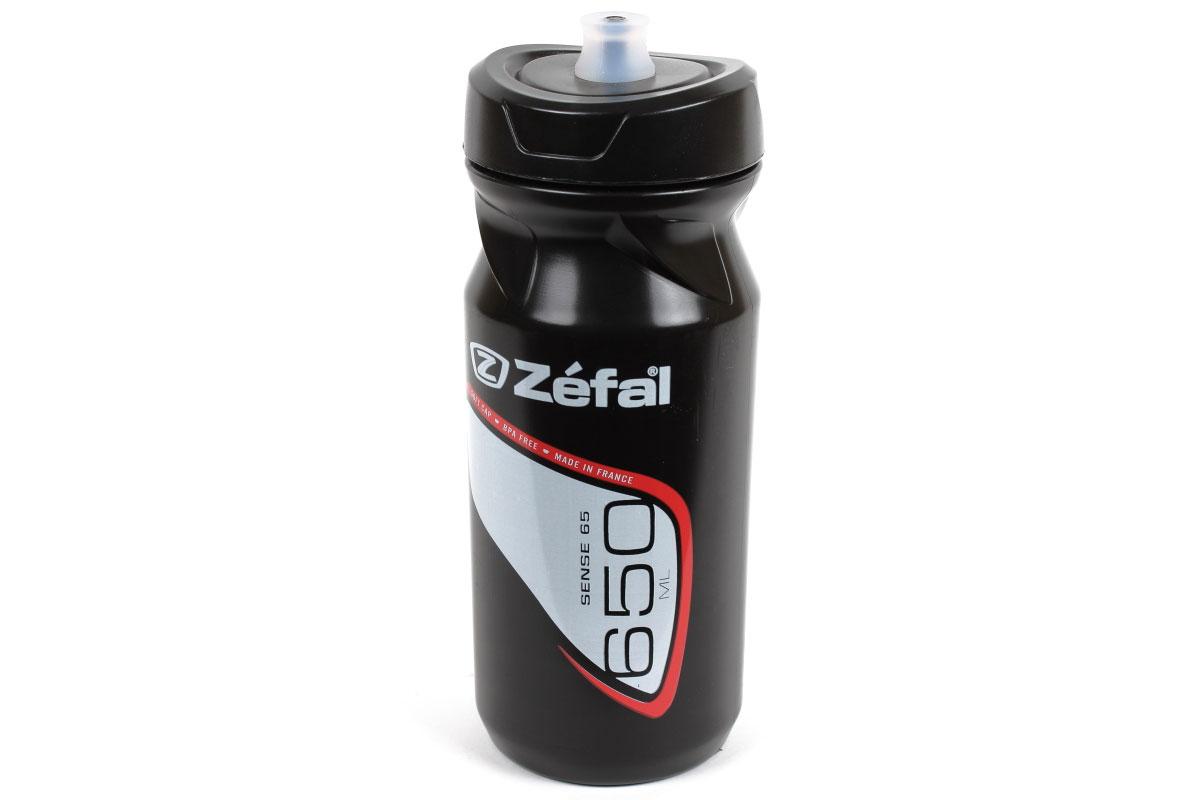 Фляга велосипедная Zefal Sense M65, 650 млCRL-3BLВелосипедная фляга Zefal Sense M65 изготовлена из пищевого полимера. Sense M65 отличается силиконовым питьевым портом для наибольшего комфорта при питье: для открытия фляги порт достаточно сжать зубами и потянуть на себя. Мягкий материал фляги делает её эргономичной и простой в использовании. Если вы стремитесь быть первым и на счету каждый грамм веса, то самые лёгкие и популярные фляги Zefal - это то, что вам нужно! Профессиональные гонщики так же любят эти фляги за систему открытия/закрытия фляги Clip-Cap, которой очень легко пользоваться. Все фляги производятся из пищевого полипропилена, который не содержит BPA, не имеет запаха, не влияет на вкус напитка и на 100% безопасен. Вы можете без труда установить флягу на велосипед (держатель для фляги приобретается отдельно).Zefal - старейший французский производитель велосипедных аксессуаров премиального качества, основанный в 1880 году, является номером один на французском рынке велосипедных аксессуаров.Можно мыть в посудомоечной машине.Объем фляги: 650 мл.Высота фляги: 19,5 см.Диаметр фляги: 7,5 см. Вес фляги: 82 г. Подходит ко всем флягодержателям.
