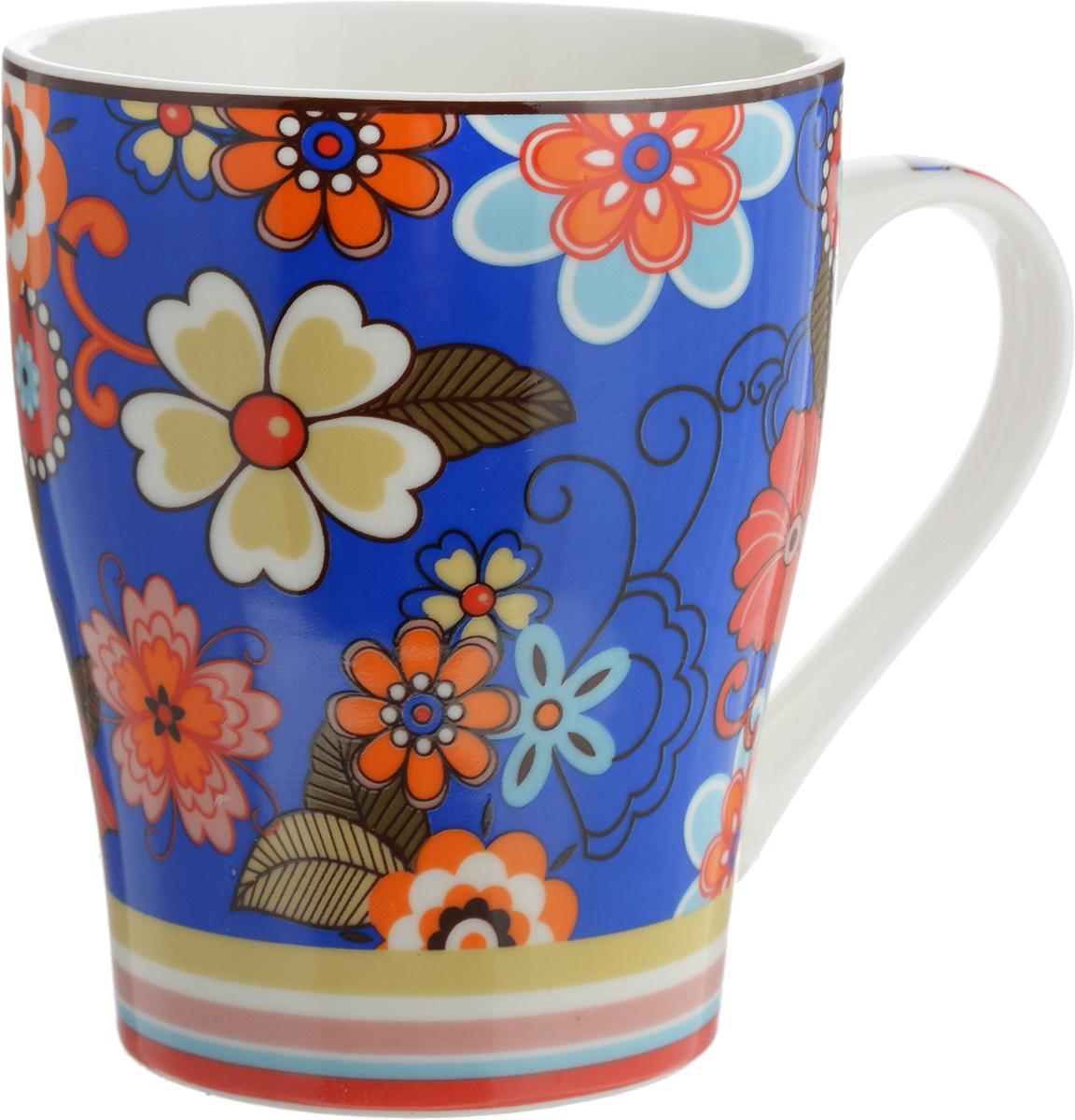 Кружка Доляна Мария, цвет: синий, красный, 300 мл115510Кружка Доляна Мария изготовлена из высококачественной керамики. Изделие оформлено красочным рисунком и покрыто превосходной сверкающей глазурью. Изысканная кружка прекрасно оформит стол к чаепитию и станет его неизменным атрибутом.Диаметр кружки (по верхнему краю): 8,5 см.Высота кружки: 10,5 см.