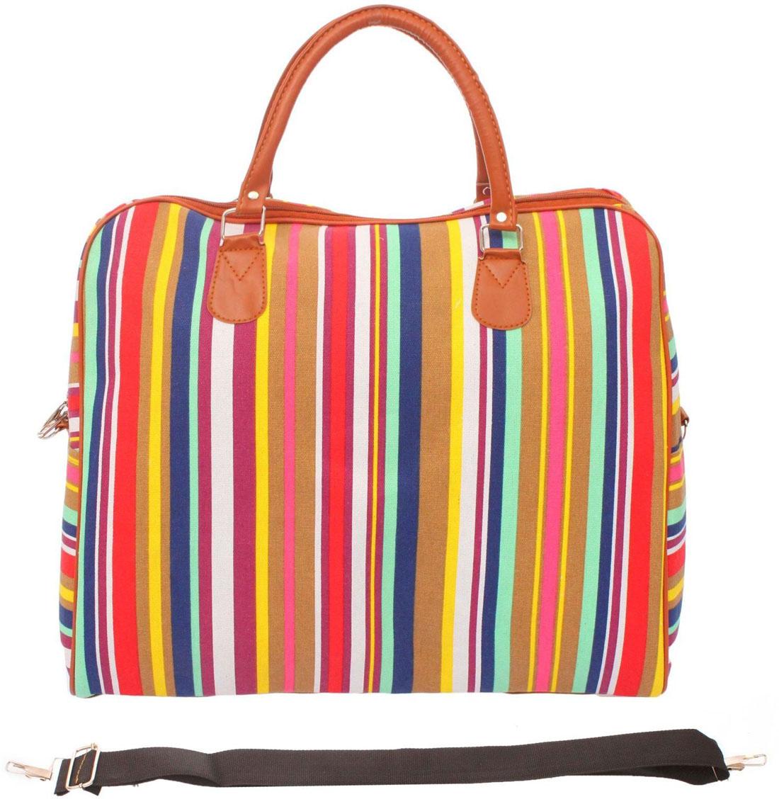 Сумка дорожная Sima-land. 1046584BP-001 BKПрочная дорожная сумка прекрасно подойдёт как в путешествии, так и в деловых поездках. Она позволяет взять с собой всё необходимое: от нижнего белья до брюк, юбок и пиджаковМодель оснащена широкими ручками и съёмным длинным ремнём для комфортной переноски. Дорожный аксессуар прослужит много лет, так как изготовлен из прочного текстиля, устойчивого к выцветанию.