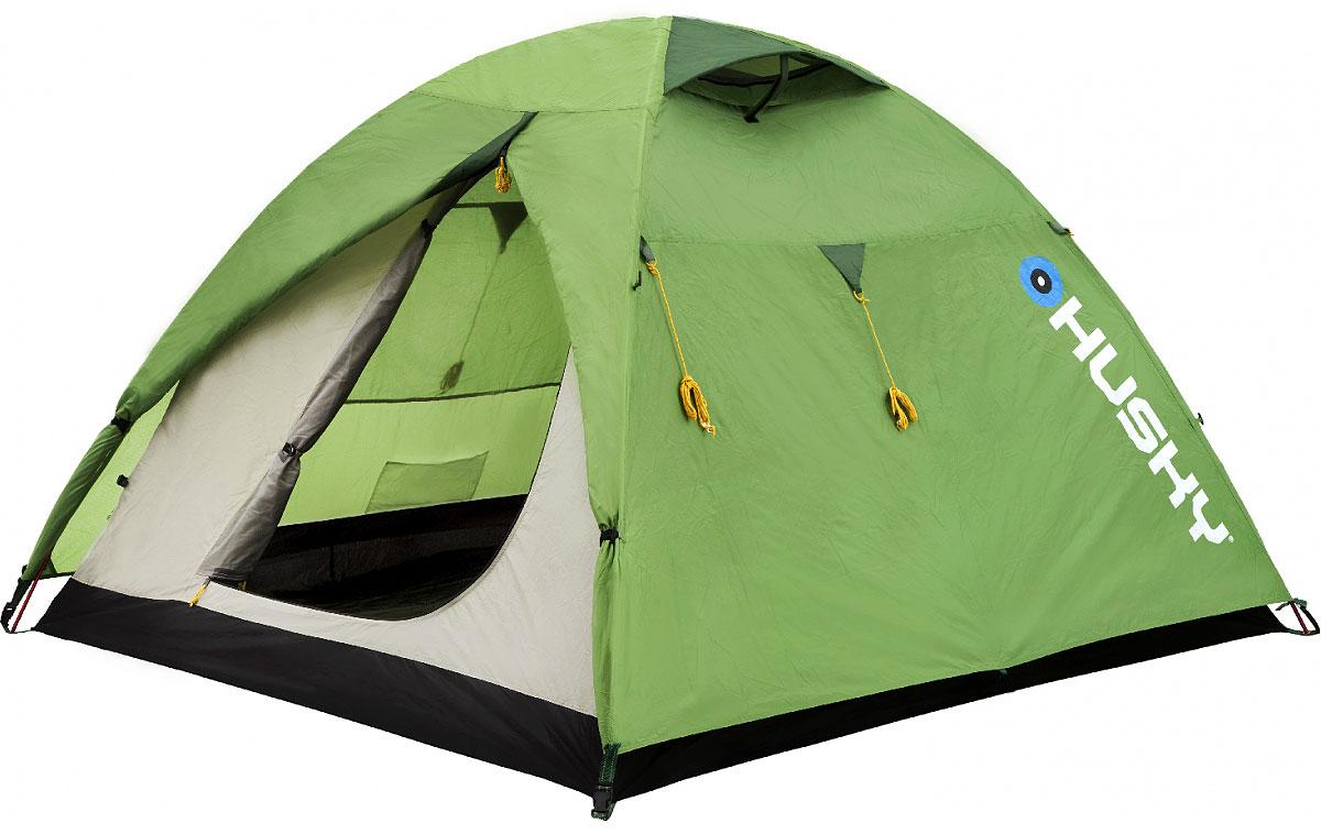 Палатка Husky Beast 3, цвет: светло-зеленыйGESS-725Палатка BEAST 3 двухслойная однокомнатная палатка с двумя входами и тамбурами с внутренним расположением дуг. Внутренняя палатка оснащена противомоскитной сеткой. Модель в серии Husky Extreme Lite, в которой основной приоритет сделан на привлекательном балансе между качеством и ценой. Стильный дизайн, непромокомаемые тент и дно, легкая установка благодаря внутреннему расположению алюминиевых дуг. Хорошее приобретение для велотуристов и путешественников. Аксессуары: алюминиевые колышки, ремкомплект, компрессионный мешок. Характеристики: Вместимость: 3 человека. Размер палатки в разложенном виде (ДхШхВ): 300 см х 190 см х 130 см. Размер спального места: 190 см х 210 см. Наружный тент: полиэстер RipStop 210Т с PU-покрытием, 5.000 мм/см2. Внутренняя палатка: водоотталкивающий нейлон 190Т. Дно: полиэстер 190Т с PU-покрытием, 8.000 мм/см2. Каркас:дуги из дюралюминиевого сплава диаметром 8,5 мм. Вес:3300 г. Размер в сложенном виде: 52 см х 18 см х 16 см. Изготовитель:Китай. Артикул: BEAST 3green.