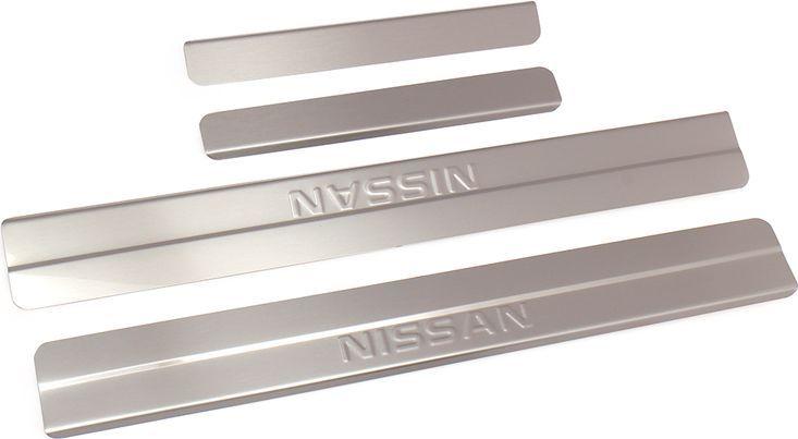 Накладки внутренних порогов DolleX, для NISSAN ALMERA (2013->), ступенчатые, 4 шт5104Придают автомобилю стильный и неповторимый вид, эффективно защищают пороги от повреждения лакокрасочного покрытия.Отличительные особенности:- Полностью повторяет геометрию порога;- Полированная нержавеющая сталь;- Толщина стали 0,5 мм.;- Стильный внешний вид;- Легкая и быстрая установка;- Крепление лента липкая двухсторонняя.Комплект: размер 500х59 мм - 2 шт.размер 250х36 мм - 2 шт.