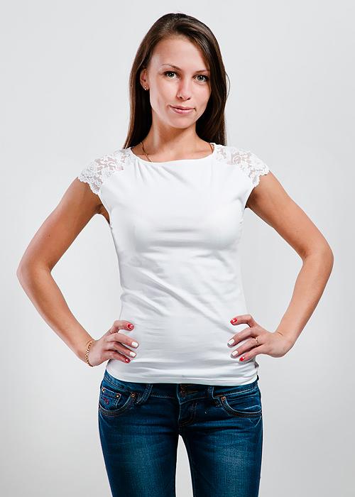 ФутболкаLM-221 ангелСтильная женская классическая футболка с короткими кружевными рукавами, изготовленная из хлопка с добавлением лайкры, прекрасно подойдет для любого типа фигуры. Такая замечательная футболка станет как отличным украшением гардероба, так и восхитительным подарком. В ней вы всегда будет в центре внимания!