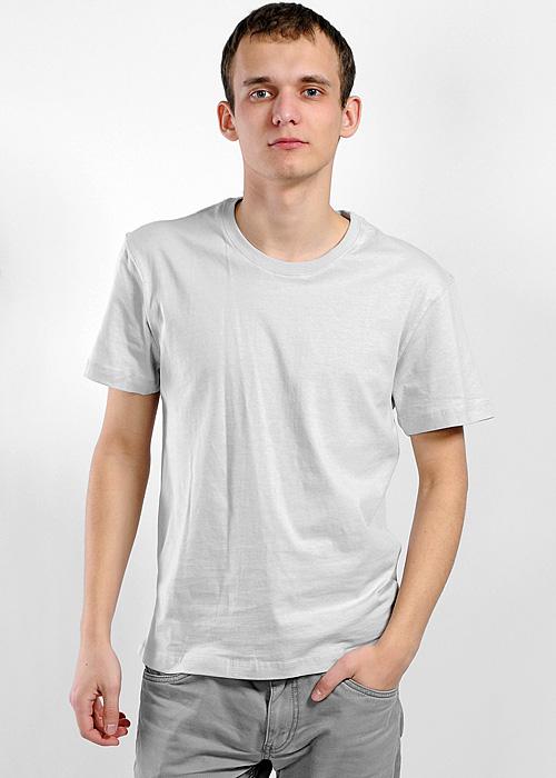 ФутболкаMF-301Мужская футболка Lowry, изготовленная из высококачественного хлопка, мягкая и приятная на ощупь, не сковывает движения, обеспечивая наибольший комфорт. Модель с короткими рукавами и круглым вырезом горловины выполнена в лаконичном стиле. Вырез горловины дополнен трикотажной резинкой. Нижняя часть модели по боковым швам дополнена небольшими разрезами.