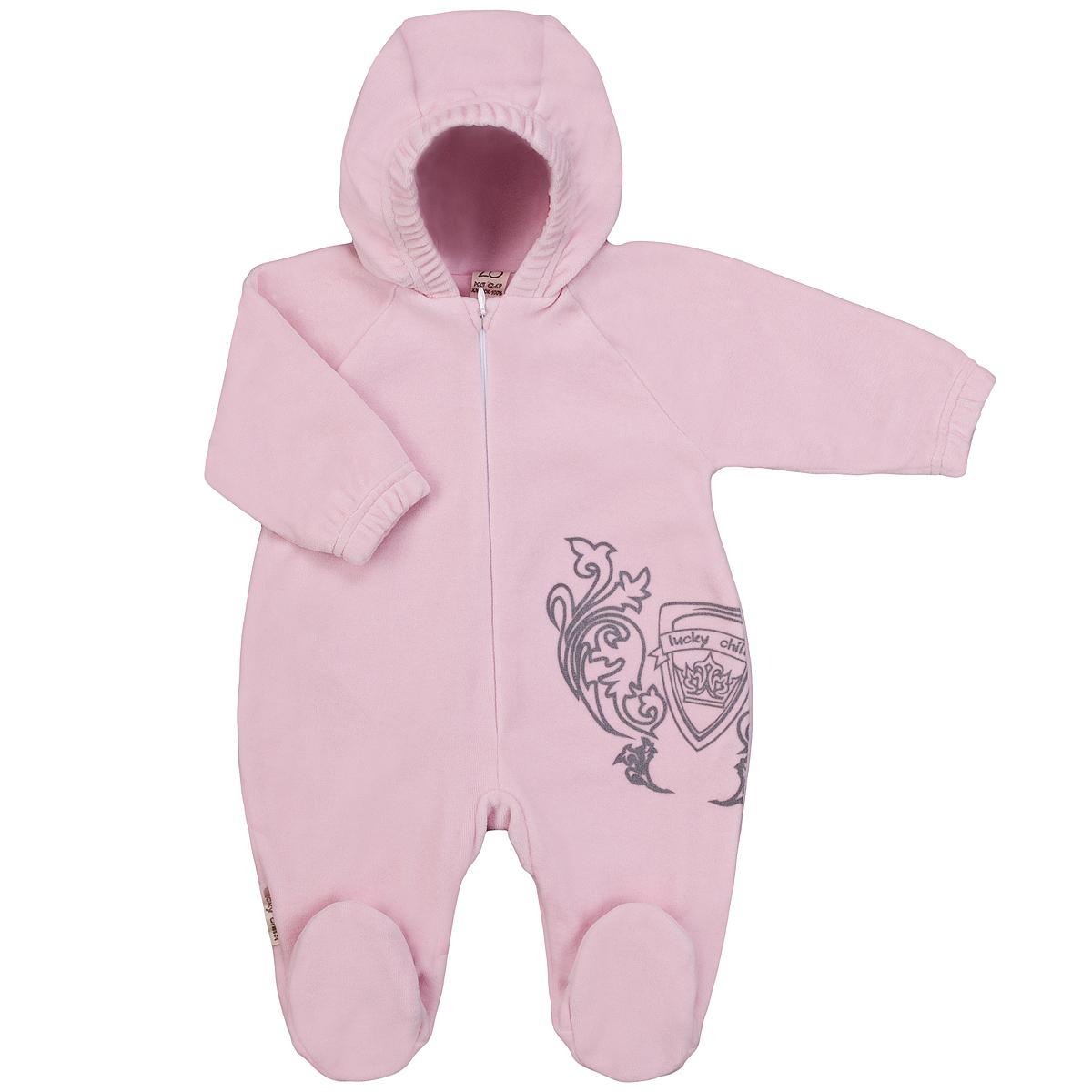 Комбинезон домашний5-4Детский комбинезон с капюшоном Lucky Child - очень удобный и практичный вид одежды для малышей. Комбинезон выполнен из велюра на подкладке из натурального хлопка, благодаря чему он необычайно мягкий и приятный на ощупь, не раздражают нежную кожу ребенка и хорошо вентилируются, а эластичные швы приятны телу малышки и не препятствуют ее движениям. Комбинезон с длинными рукавами-реглан и закрытыми ножками по центру имеет потайную застежку-молнию, которая помогает легко переодеть младенца или сменить подгузник. Спереди он оформлен оригинальным принтом в виде логотипа бренда. Рукава понизу дополнены неширокими эластичными манжетами, которые мягко обхватывают запястья. С детским комбинезоном Lucky Child спинка и ножки вашего малыша всегда будут в тепле. Комбинезон полностью соответствует особенностям жизни младенца в ранний период, не стесняя и не ограничивая его в движениях!