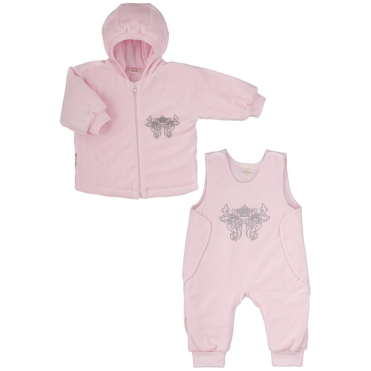 Комплект детский Lucky Child: куртка, полукомбинезон, цвет: розовый. 5-5. Размер 68/745-5Утепленный детский комплект Lucky Child идеально подойдет для ребенка в прохладное время года. Комплект состоит из куртки и полукомбинезона, изготовленных из велюра с утеплителем из синтепона, а для максимального комфорта на подкладке используется натуральный хлопок, который не раздражает нежную кожу ребенка и хорошо сохраняет тепло. Комплект необычайно мягкий и приятный на ощупь, не сковывает движения малыша и позволяет коже дышать, обеспечивая ему наибольший комфорт. Куртка с капюшоном и длинными рукавами-реглан застегивается на пластиковую застежку-молнию. Рукава дополнены широкими трикотажными манжетами, не стягивающими запястья. На груди она оформлена оригинальным принтом в виде логотипа бренда. Полукомбинезон застегивается сверху на кнопки, а по бокам дополнен специальными клапанами на кнопках, которые позволяют без труда переодеть малыша. Снизу брючин предусмотрены широкие трикотажные манжеты. На груди он декорирован таким же рисунком, как на куртке. Комфортный, удобный и практичный этот комплект идеально подойдет для прогулок и игр на свежем воздухе!