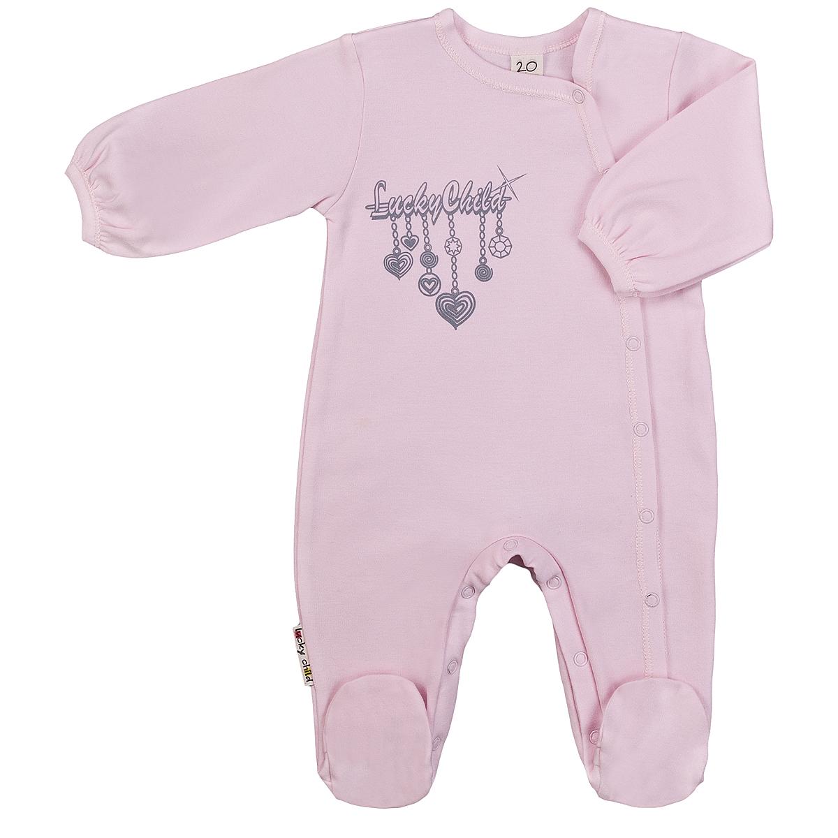 Комбинезон домашний2-16Детский комбинезон для девочки Lucky Child Брошь - очень удобный и практичный вид одежды для малышей. Комбинезон выполнен из интерлока - натурального хлопка, благодаря чему он необычайно мягкий и приятный на ощупь, не раздражают нежную кожу ребенка и хорошо вентилируются, а эластичные швы приятны телу малышки и не препятствуют ее движениям. Комбинезон с длинными рукавами и закрытыми ножками имеет асимметричные застежки-кнопки от горловины до щиколотки, которые помогают легко переодеть младенца или сменить подгузник. На груди он оформлен оригинальным принтом, имитирующим брошку. С детским комбинезоном Lucky Child спинка и ножки вашей малышки всегда будут в тепле, он идеален для использования днем и незаменим ночью. Комбинезон полностью соответствует особенностям жизни младенца в ранний период, не стесняя и не ограничивая его в движениях!
