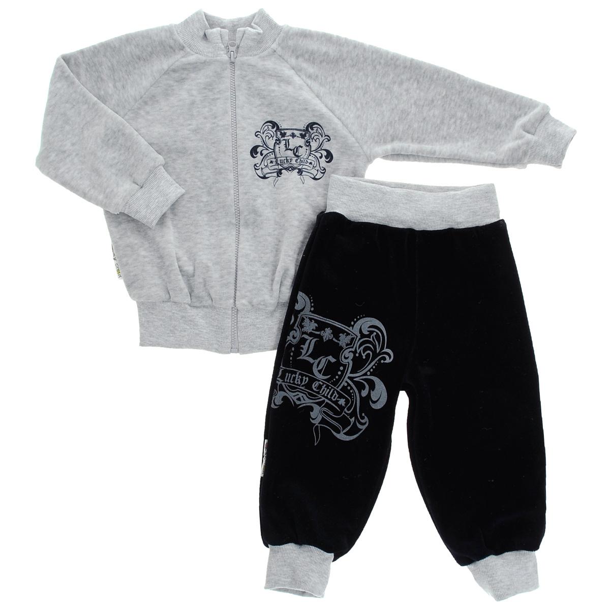 Спортивный костюм5-8Детский комплект для мальчика Lucky Child, состоящий из толстовки и брюк - очень удобный и практичный. Комплект выполнен из велюра, благодаря чему он необычайно мягкий и приятный на ощупь, не раздражают нежную кожу ребенка и хорошо вентилируются, а эластичные швы приятны телу малыша и не препятствуют его движениям. Толстовка с воротником-стойкой и длинными рукавами-реглан застегивается на пластиковую застежку-молнию. Рукава дополнены широкими трикотажными манжетами, не стягивающими запястья. Понизу также проходит широкая трикотажная резинка. На груди она оформлена оригинальным принтом в виде логотипа бренда. Брюки прямого покроя на талии имеют широкую эластичную резинку, благодаря чему они не сдавливают животик ребенка и не сползают. Понизу штанины дополнены широкими трикотажными манжетами. Спереди брюки декорированы таким же рисунком, как на толстовке. Оригинальный дизайн и модная расцветка делают этот комплект незаменимым предметом детского гардероба. В нем ваш...