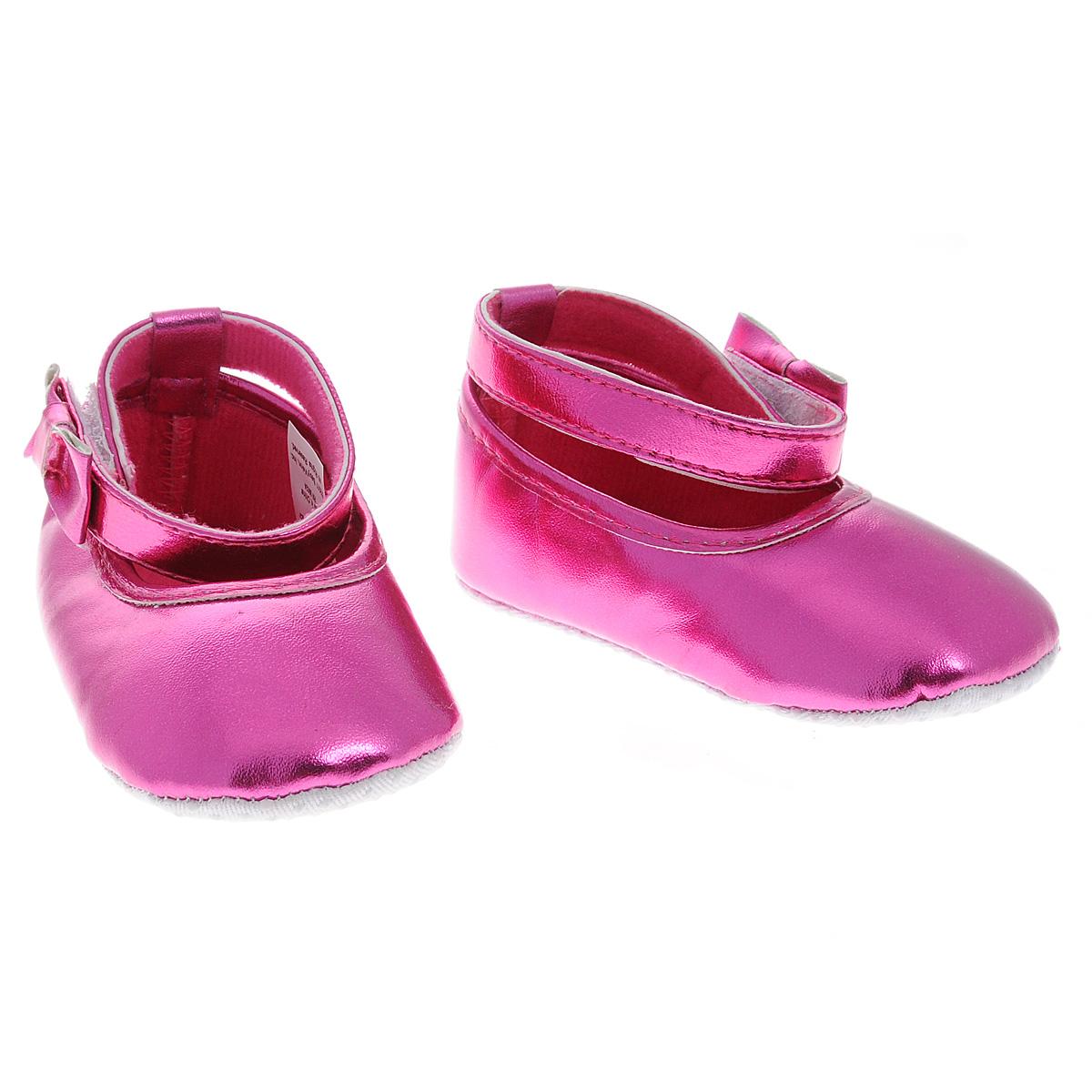 Пинетки11153Оригинальные детские пинетки для девочки Luvable Friends, стилизованные под Балетки - это легкая и удобная обувь для малышей. Удобная застежка на липучке сбоку, декорированная очаровательным бантиком и надежно фиксирующая пинетки на ножке малышки, мягкие, не сдавливающие ножку материалы делают модель практичной и популярной. Стопа оформлена прорезиненным рельефным рисунком, благодаря которому ребенок не будет скользить. Такие пинетки - отличное решение для малышей и их родителей!