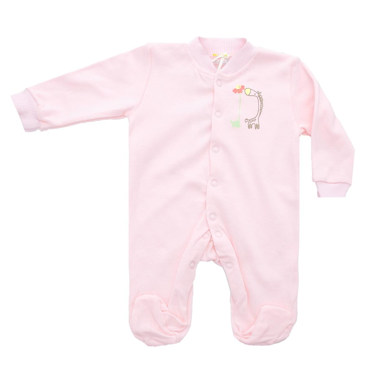 Комбинезон домашний37-550Удобный детский комбинезон Клякса послужит идеальным дополнением к гардеробу ребенка. Комбинезон изготовлен из интерлок-пенье - натурального хлопка, благодаря чему он необычайно мягкий и легкий, не раздражает нежную кожу младенца и хорошо вентилируется, а эластичные швы приятны телу малыша и не препятствуют его движениям. Комбинезон с длинными рукавами, небольшим воротничком-стойкой и закрытыми ножками имеет ассиметричные застежки-кнопки от горловины до щиколотки, которые помогают легко переодеть ребенка или сменить подгузник. Низ рукавов дополнен широкими эластичными манжетами, не пережимающими запястья малыша. На груди изделие оформлено оригинальным принтом с изображением забавного животного. Комбинезон полностью соответствует особенностям жизни ребенка в ранний период, не стесняя и не ограничивая его в движениях!