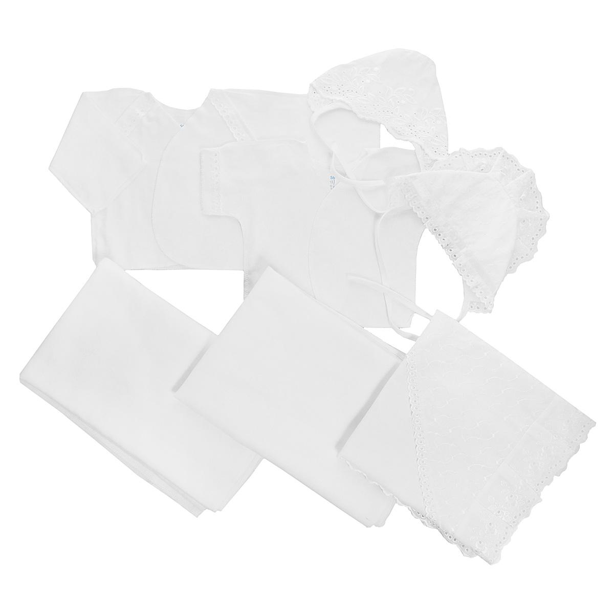 Комплект одежды3403Комплект для новорожденного Трон-плюс - это замечательный подарок, который прекрасно подойдет для первых дней жизни малыша. Комплект состоит из двух распашонок, двух чепчиков, уголка и двух пеленок. Комплект изготовлен из натурального хлопка, благодаря чему он необычайно мягкий и приятный на ощупь, не сковывает движения младенца и позволяет коже дышать, не раздражает даже самую нежную и чувствительную кожу ребенка, обеспечивая ему наибольший комфорт. Легкая распашонка с короткими рукавами выполнена швами наружу. Изделие украшено вышивкой, а рукава декорированы ажурными рюшами. Теплая распашонка с запахом выполнена швами наружу. Декорирована распашонка ажурными рюшами. Чепчик защищает еще не заросший родничок, щадит чувствительный слух малыша, прикрывая ушки, и предохраняет от теплопотерь. Комплект содержит два чепчика: один - легкий мягкий чепчик с завязками выполнен швами наружу и украшен вышивками, а второй - теплый чепчик выполнен из футера швами наружу и украшен...