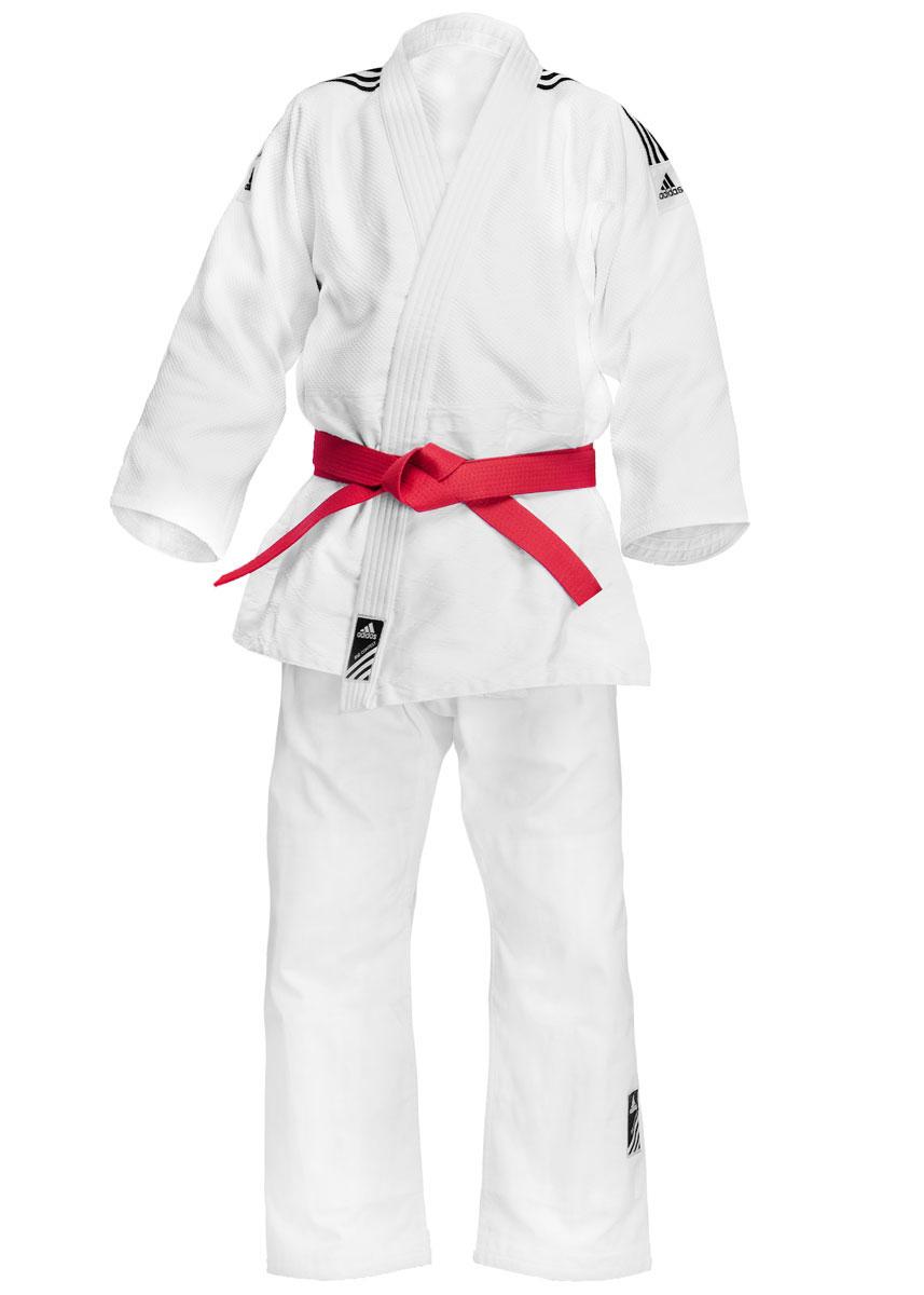 Кимоно для дзюдоJ500Кимоно для дзюдо adidas Training состоит из рубашки и брюк. Просторная рубашка с запахом, боковыми разрезами и длинными рукавами-кимоно изготовлена из плотного хлопка с добавлением полиэстера и оформлена перекрестным плетением. Боковые швы, края рукавов и полочек, низ рубашки укреплены дополнительными строчками и крепкой лентой с внутренней стороны. Рубашка также укреплена по вертикали спины и в области талии. Плечи оформлена брендовыми полосками. Просторные брюки особого покроя на поясе дополнены скрытым шнурком. Брюки дополнительно укреплены на коленях. Кимоно рекомендуется для тренировок в зале. Плотность 500 гр/см2.