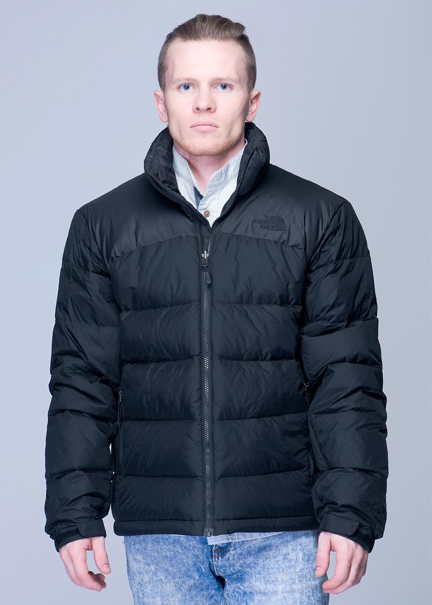 ПуховикT0AUFDJK3Стильная мужская куртка The North Face Nuptse - классическая пуховая куртка, незаменима в самых разных условиях. В качестве утеплителя используется объемный гусиный пух 700-й набивки. Это, однако, не мешает самой куртке складываться в собственный карман. Модель застегивается на застежку-молнию. Манжеты оформлены эластичными вставками, а также хлястиками с липучками. Куртка дополнена двумя боковыми большими карманами на застежках-молниях. Куртка подойдет как для восхождений и трекинга, так и для зимних городских условий.