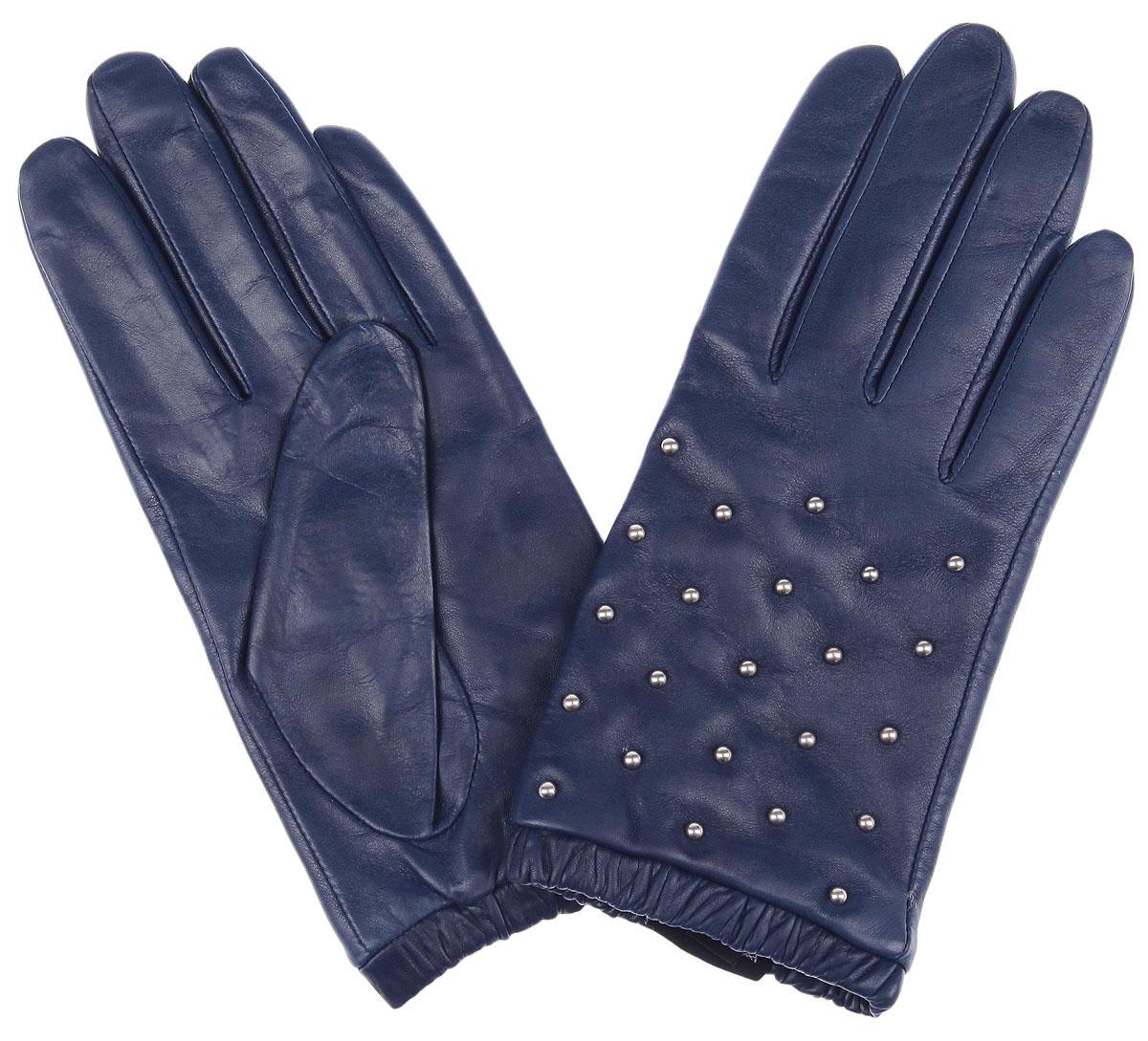 Перчатки женские Fabretti, цвет: синий. 2.65-11 blue. Размер 82.65-11 blueМодные женские перчатки Fabretti выполнены из кожи эфиопского ягненка, а их подкладка - из шерсти с добавлением кашемира. Лицевая сторона украшена металлическими хольнитенами. Манжеты оснащены эластичными резинками для оптимальной посадки модели на руке.Перчатки станут завершающим и подчеркивающим элементом вашего стиля инеповторимости.
