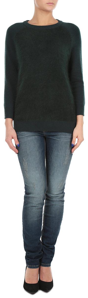 ДжемперB135522_DARK NAVYСтильный женский джемпер Baon, изготовленный из высококачественного материала, необычайно мягкий и приятный на ощупь, не сковывает движения, обеспечивая наибольший комфорт. Модель свободного кроя, с круглым вырезом горловины и рукавами 3/4. Широкие мягкие резинки по низу и манжетам изделия препятствуют проникновению холодного воздуха. Этот модный и в тоже время комфортный джемпер станет отличным дополнением вашего гардероба!