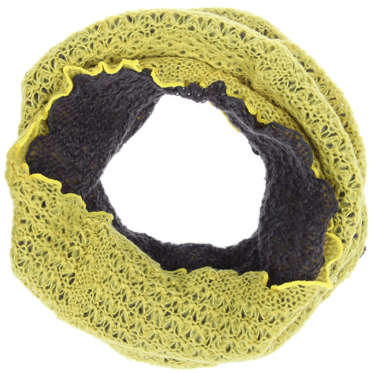 Снуд-хомутBL52-2344-12Женский вязаный снуд-хомут Eleganzza станет отличным дополнением к гардеробу в холодную погоду. Изготовленный из высококачественной пряжи с содержанием шерсти и мохера, он необычайно мягкий и приятный на ощупь, максимально сохраняет тепло. Шарф-снуд состоит из двух частей разного цвета, края которых обработаны декоративным оверлоком, придающим им волнообразную окантовку. Каждую часть изделия можно использовать как вместе, сочетая цвета, так и по отдельности. Модный аксессуар гармонично дополнит образ современной женщины, следящей за своим имиджем и стремящейся всегда оставаться стильной.