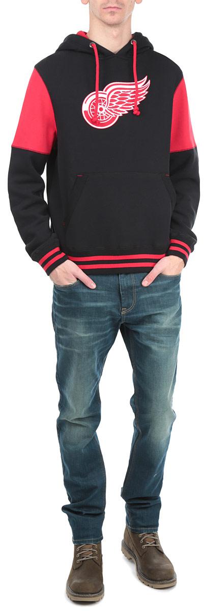 Толстовка мужская NHL Detroit Red Wings, цвет: черный, красный. 35320. Размер XS (44)35320Теплая толстовка NHL Detroit Red Wings, изготовленная из высококачественного хлопкового материала с добавлением полиэстера, необычайно мягкая и приятная на ощупь, не сковывает движения, обеспечивая наибольший комфорт. Лицевая сторона гладкая, а изнаночная - с мягким теплым начесом.Толстовка с капюшоном на кулиске спереди имеет вместительный карман-кенгуру. На груди модель оформлена аппликацией в виде эмблемы хоккейного клуба Detroit Red Wings. Толстовка имеет широкую мягкую резинку по низу, что предотвращает проникновение холодного воздуха, и длинные рукава с широкими эластичными манжетами, не стягивающими запястья. Эта модная и в то же время комфортная толстовка отличный вариант, как для активного отдыха, так и для занятий спортом!
