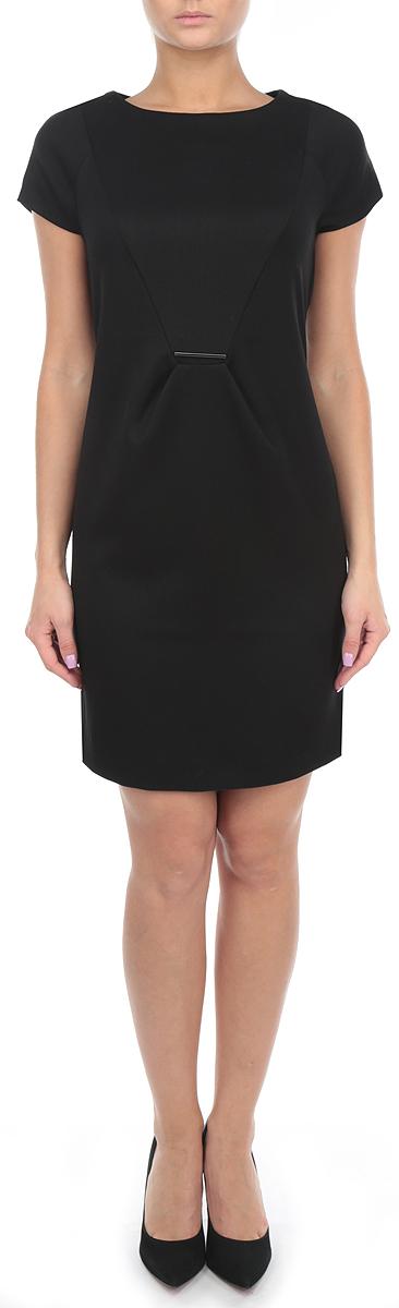 ПлатьеSSU1441CAЭлегантное платье Top Secret, выполненное из плотного трикотажа, преподносит все достоинства женской фигуры в наиболее выгодном свете. Модель приталенного кроя с круглым вырезом горловины и короткими рукавами на спинке застегивается на скрытую застежку-молнию. Спереди на уровне талии изделие дополнено металлическим декоративным элементом. Это стильное платье станет отличным дополнением к вашему гардеробу!