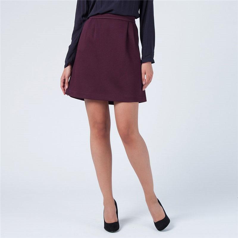 ЮбкаSKk-118/662-5321DСтильная юбка-трапеция от Sela внесет женственные нотки в ваш модный образ. Модель выполнена из плотного трикотажного материала. Юбка застегивается на металлическую застежку-молнию, расположенную на тыльной стороне. Спереди модель дополнена двумя втачными карманами с косыми срезами. Модная юбка - основа гардероба настоящей леди. Она подчеркнет ваше отменное чувство стиля и безупречный вкус.