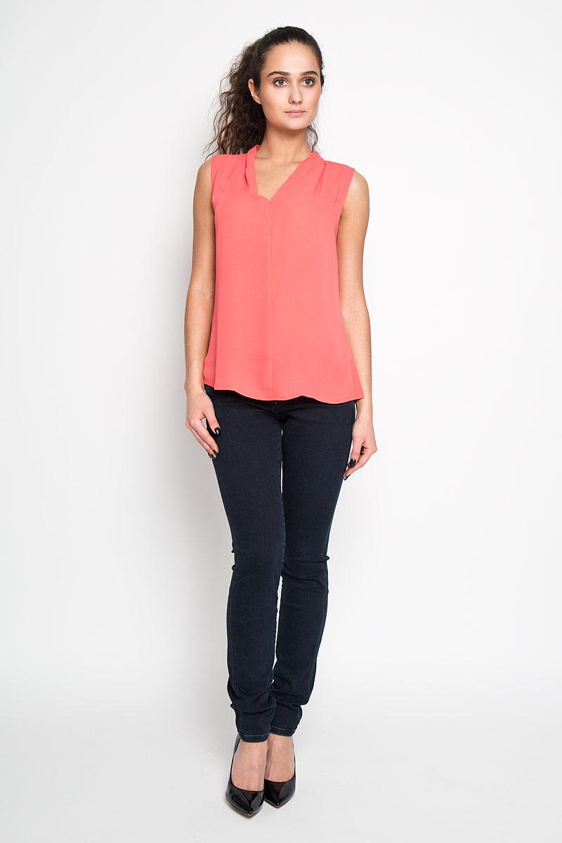 БлузкаTwsl-112/707-6171Стильная женская блуза Sela, выполненная из 100% полиэстера, подчеркнет ваш уникальный стиль и поможет создать оригинальный женственный образ. Блузка без рукавов, с V-образным вырезом горловины дополнена элегантными складками у горловины. Такая блузка идеально подойдет для жарких летних дней. Такая блузка будет дарить вам комфорт в течение всего дня и послужит замечательным дополнением к вашему гардеробу.