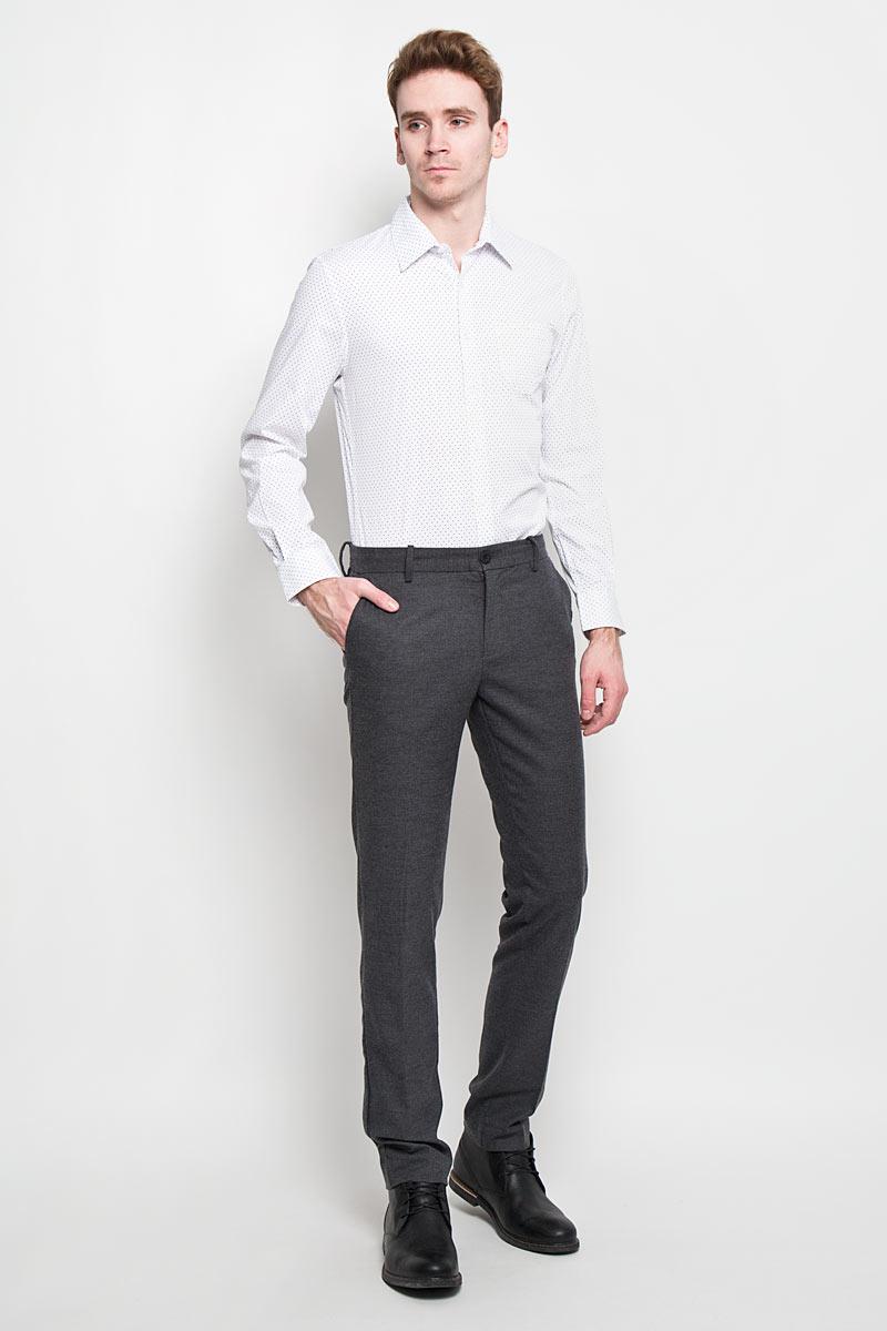 Брюки мужские Tom Tailor, цвет: серый. 6403653.00.15. Размер 33-34 (48/50-34)6403653.00.15Стильные мужские брюки Tom Tailor, выполненные из высококачественного материала, необычайно мягкие и приятные на ощупь, не сковывают движения, обеспечивая наибольший комфорт. Модель кроя - Slim Fit, Slim Leg, средней посадки. Брюки на талии застегиваются на пуговицу, также имеются ширинка на застежке-молнии и шлевки для ремня. Спереди модель оформлена двумя втачными карманами с косыми срезами, а сзади - тремя врезными карманами.Эти модные и в тоже время комфортные брюки послужат отличным дополнением к вашему гардеробу.