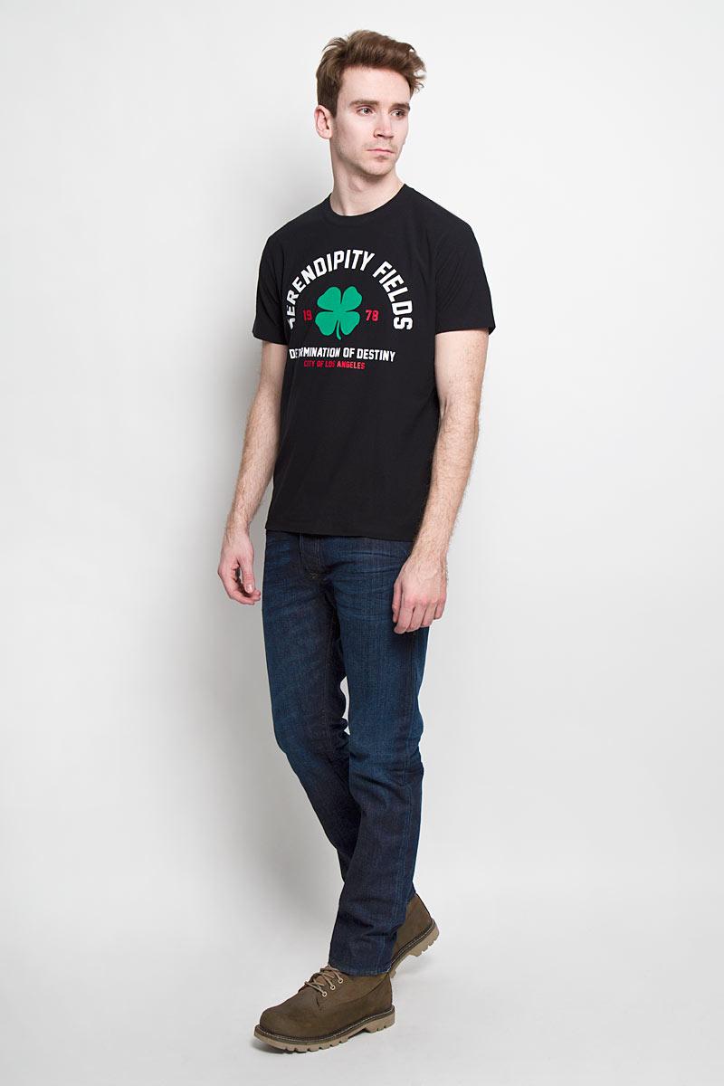 Футболка00SNBS-0DAKXСтильная мужская футболка Diesel - идеальное решение для повседневной носки. Эта практичная, приятная на ощупь модель, выполненная из полиэстера с хлопком, прекрасно пропускает воздух, она позволит вам чувствовать себя уверенно и легко. Удобный крой, круглый воротник и короткий рукав обеспечивают свободу движений. Лицевая сторона футболки оформлена оригинальным принтом с надписями на английском языке. Эта футболка - идеальный вариант для создания эффектного образа.
