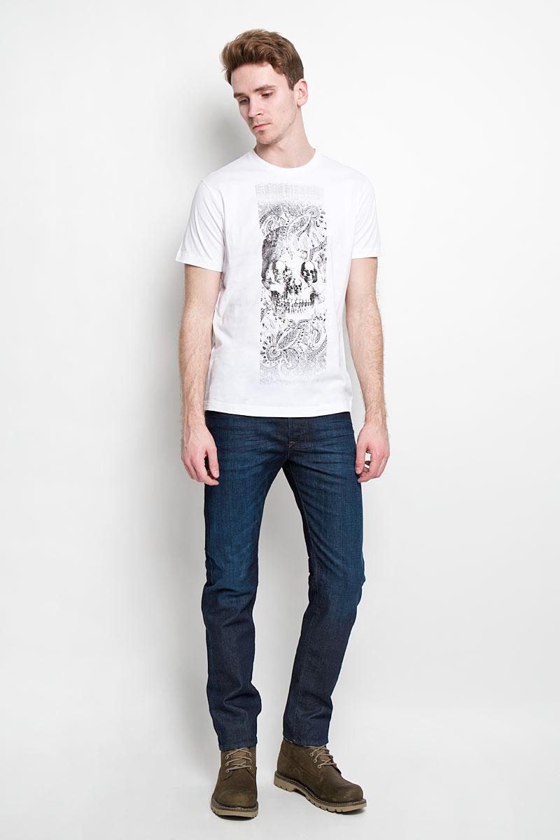 Футболка00SPVZ-0CAKYСтильная мужская футболка Diesel - практичная, приятная на ощупь модель, выполненная из 100% хлопка, прекрасно пропускающей воздух, она позволит вам чувствовать себя уверенно и легко. Удобный крой обеспечивает свободу движений. Лицевая сторона футболки оформлена потрясающим принтом. Эта футболка - идеальный вариант для создания эффектного образа.