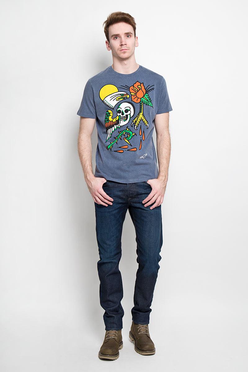 Футболка00SN53_0GAKNСтильная мужская футболка Diesel - идеальное решение для повседневной носки. Эта практичная, приятная на ощупь модель, выполненная из 100% хлопка, прекрасно пропускающего воздух, она позволит вам чувствовать себя уверенно и легко. Удобный крой обеспечивает свободу движений. Лицевая сторона футболки оформлена оригинальным принтом. Эта футболка - идеальный вариант для создания эффектного образа.