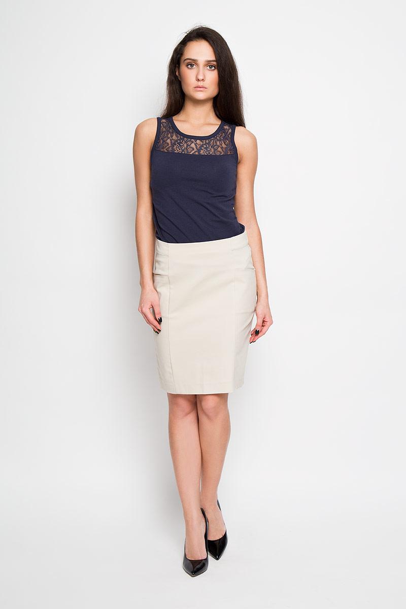 Юбка Sela, цвет: песочный. SK-118/781-6122. Размер 46SK-118/781-6122Эффектная юбка Sela подчеркнет вашу женственность и неповторимый стиль.Оригинальная юбка выполнена из высококачественного комбинированного материала, благодаря чему она великолепно тянется, пропускает воздух и позволяет коже дышать. Юбка застегивается сзади на потайную застежку-молнию, спереди дополнена карманами.Модная юбка-миди выгодно освежит и разнообразит ваш гардероб. Создайте женственный образ и подчеркните свою яркую индивидуальность! Классический фасон и оригинальное оформление этой юбки сделают ваш образ непревзойденным.