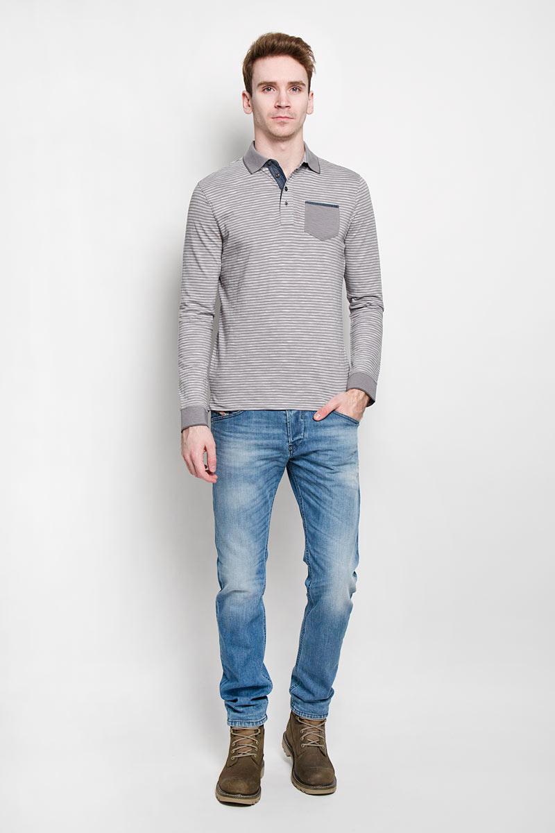 Поло1530744.00.10Стильная мужская футболка-поло Tom Tailor, изготовленная из высококачественного 100% хлопка, мягкая и приятная на ощупь, не сковывает движений и обеспечивает наибольший комфорт. Модель с отложным воротником-поло и длинными рукавами великолепно подойдет для создания современного образа в стиле Casual. Сверху изделие застегивается на четыре пуговицы. Манжеты и воротник выполнены эластичным трикотажем, что предотвращает деформацию при носки. На груди футболка-поло оформлена накладным кармашком. Эта модель послужит отличным дополнением к вашему гардеробу. В ней вы всегда будете чувствовать себя уютно и комфортно.