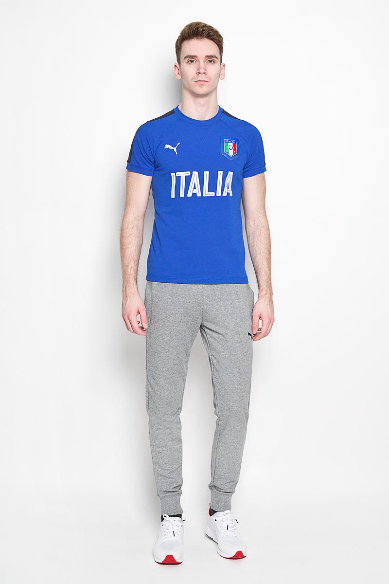 Футболка мужская Puma Figc Italia Casual, цвет: синий. 748856081. Размер XS (44)7488560_81Стильная футболка Puma FIGC Italia Casual из хлопка и полиэстера с контрастнойотделкой и официальной графической эмблемой FIGC позволит почувствоватьсебя комфортно на тренировке и всегда быть готовым к победам.Модель с круглым вырезом горловины и рукавами-реглан дополненасветоотражающими элементами. Спинка изделия немного удлинена.Эта линия одежды - олицетворение страсти поклонников, влюбленных в успех итрадиции итальянского футбола.