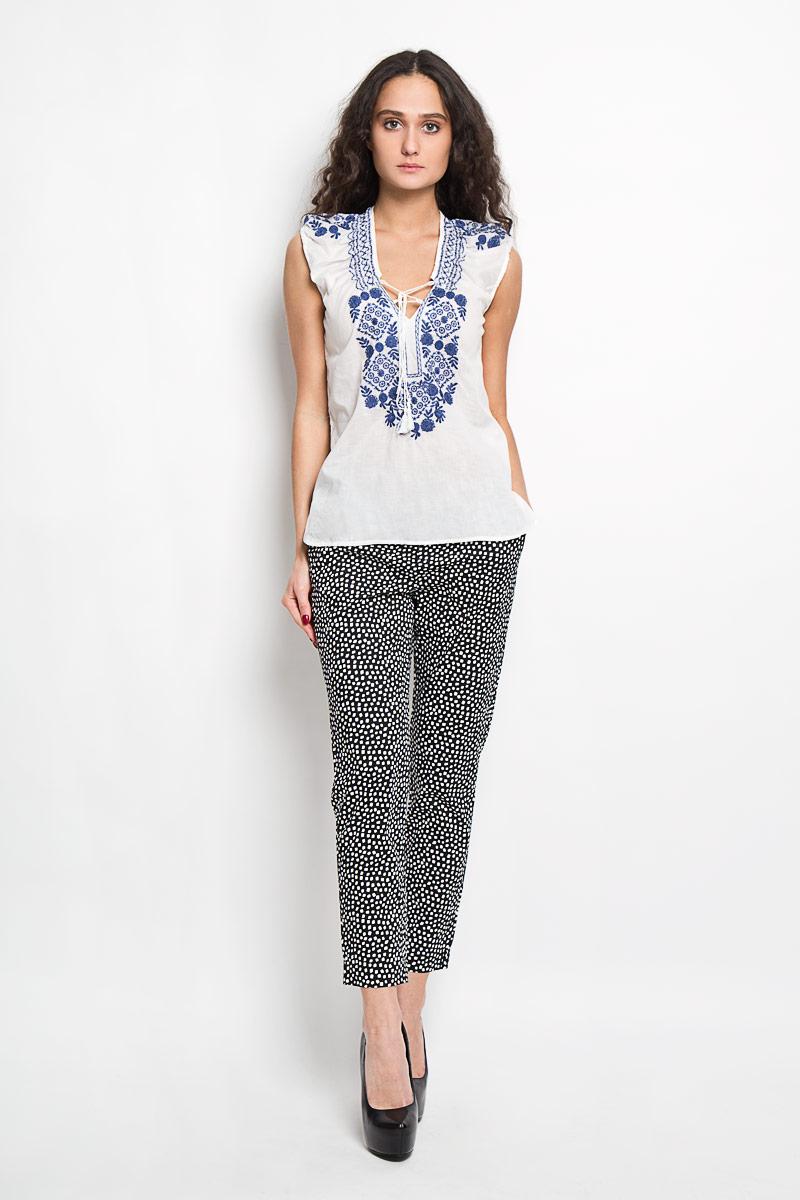 БлузкаB195404Стильная женская блуза Baon, выполненная из 100% хлопка, подчеркнет ваш уникальный стиль и поможет создать оригинальный женственный образ. Блузка без рукавов, с V-образным вырезом горловины дополнена шнуровкой на груди. Блузка украшена ажурной контрастной вышивкой с цветочными узорами. Такая блузка идеально подойдет для жарких летних дней. Такая блузка будет дарить вам комфорт в течение всего дня и послужит замечательным дополнением к вашему гардеробу.